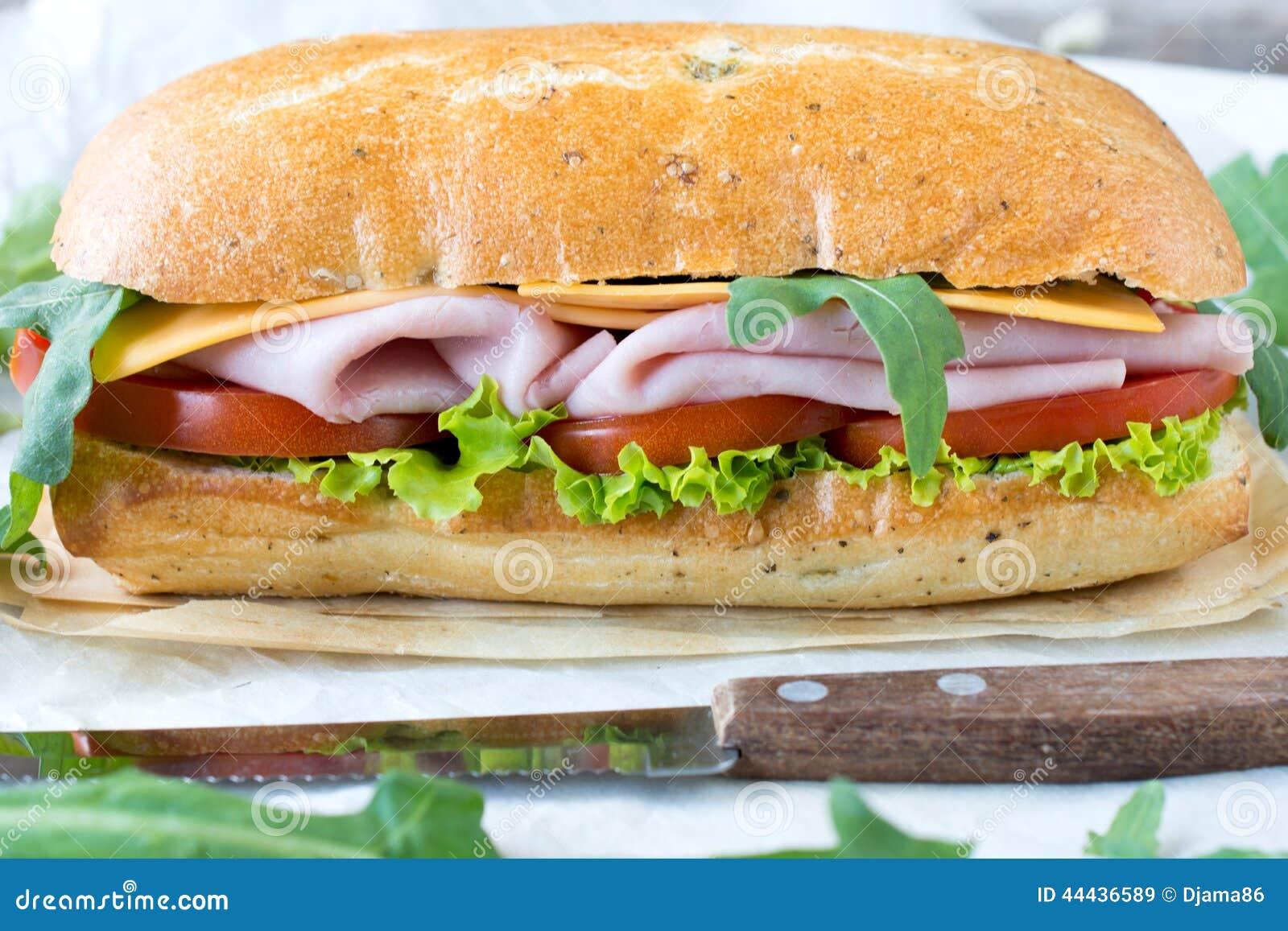 Panini-Sandwich mit Schinken