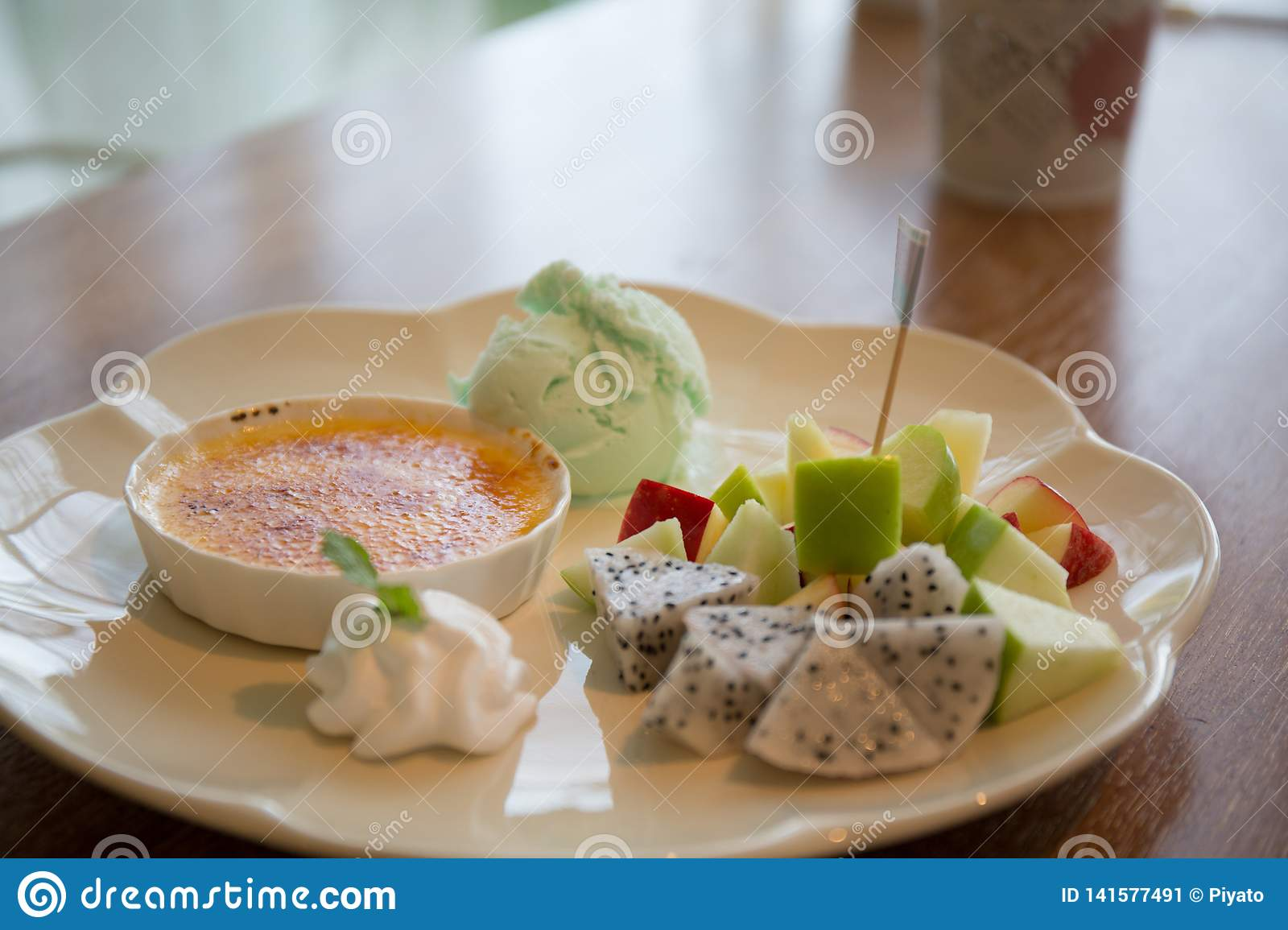 Creme brulee, Traditional French dessert with fruit