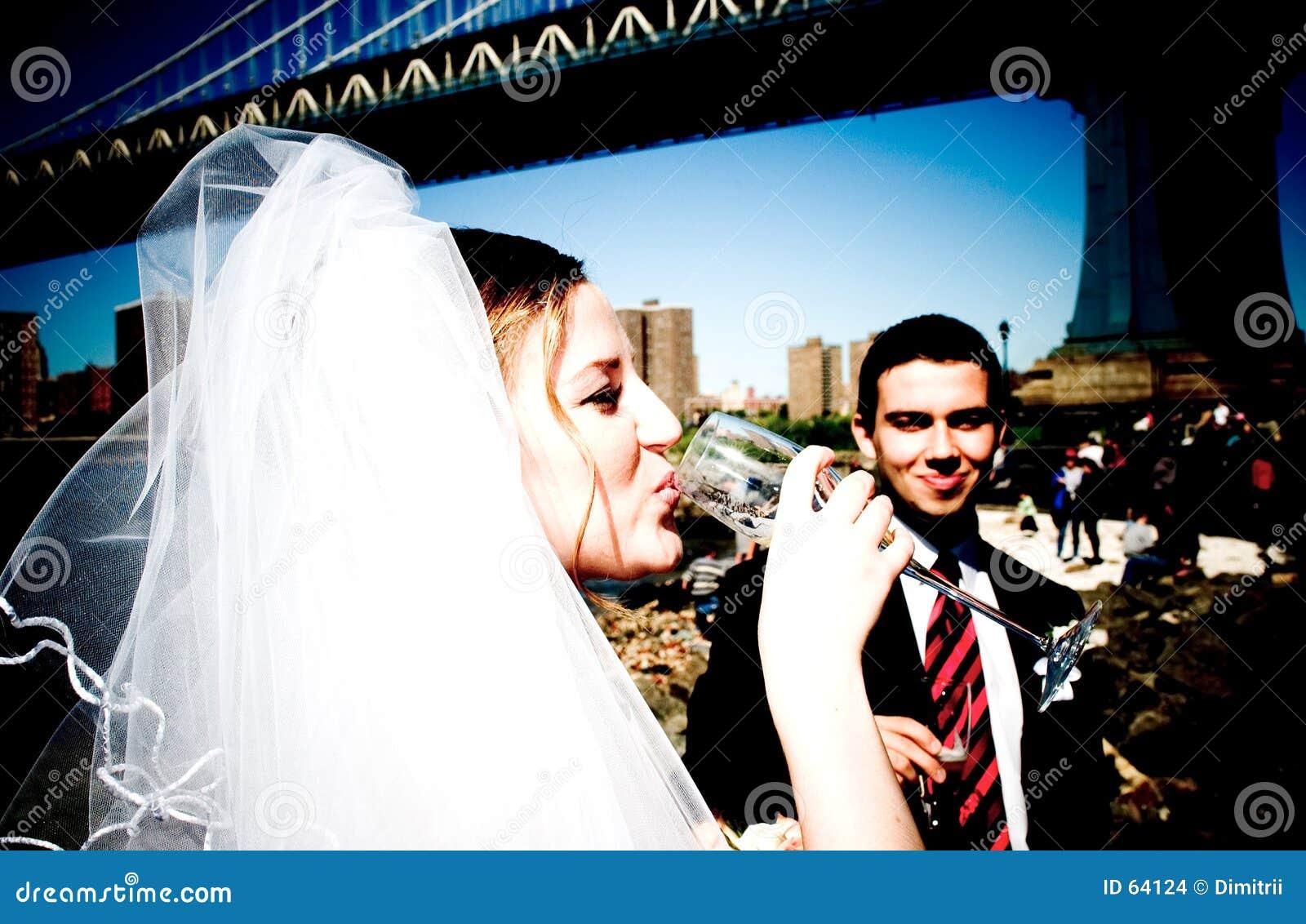 Panna młoda na most blisko Brooklynu