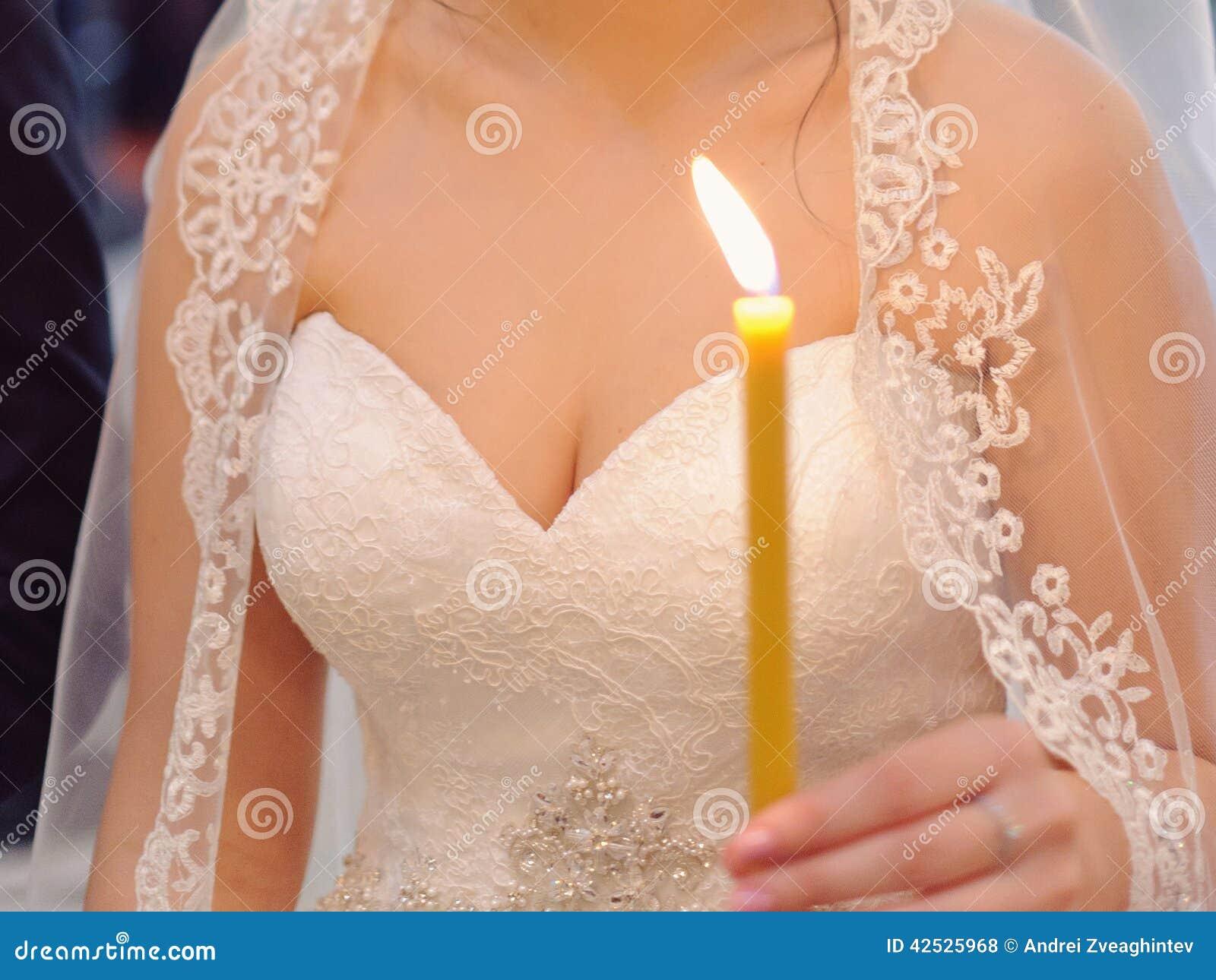 Panna młoda z świeczką