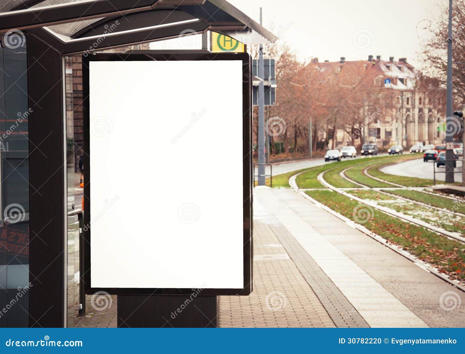 panneau d 39 affichage banni re vide blanche l 39 arr t d 39 autobus photo stock image du. Black Bedroom Furniture Sets. Home Design Ideas