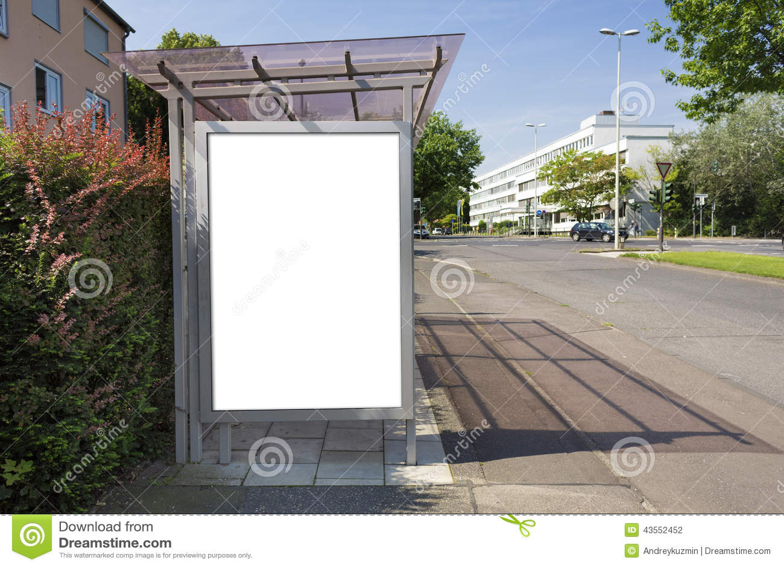 panneau d 39 affichage d 39 arr t d 39 autobus ou affiche blanc vide avec le chemin de coupure photo. Black Bedroom Furniture Sets. Home Design Ideas