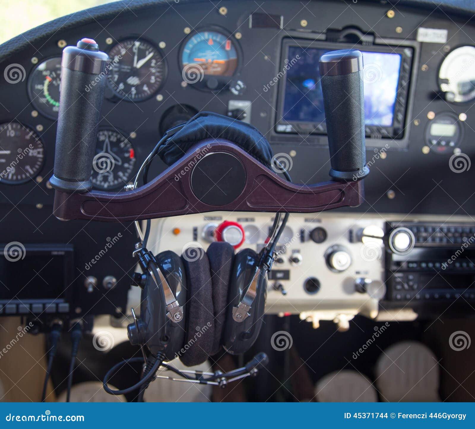 Panneau de commande dans un avion