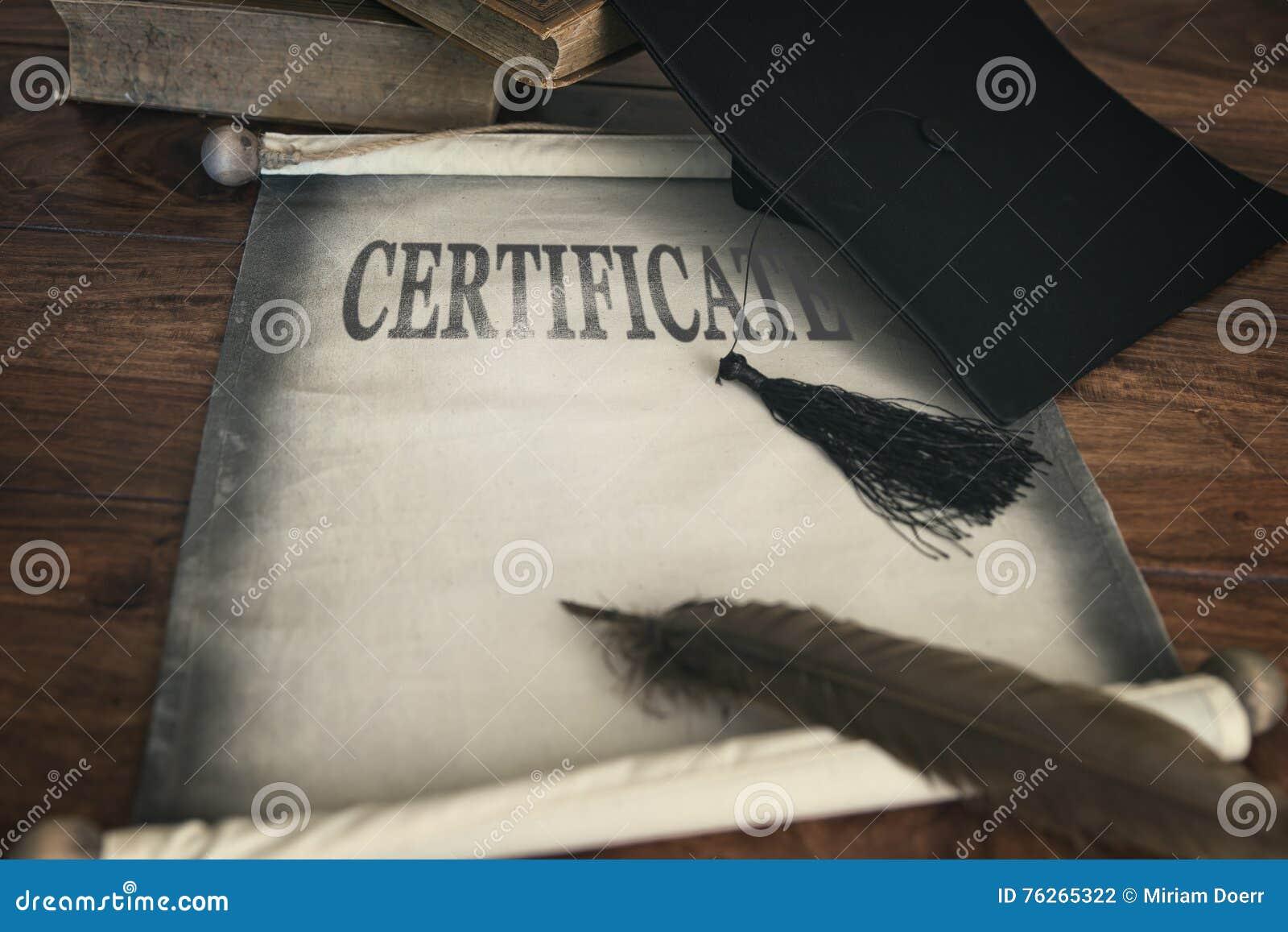 Panneau de mortier et diplôme, certification des textes