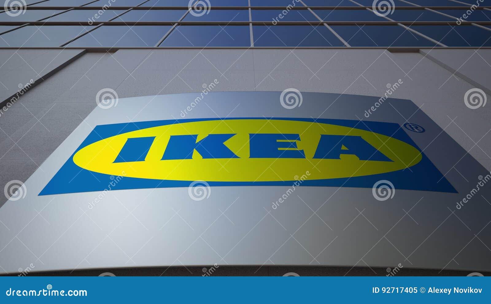 Panneau extérieur de signage avec le logo d ikea immeuble de