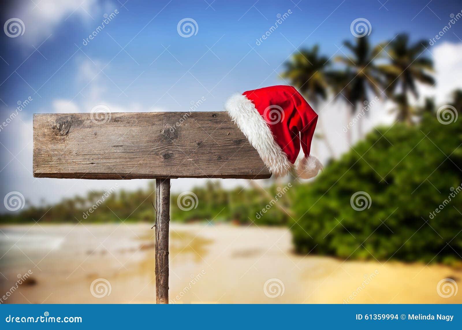Panneau Indicateur En Bois Avec Le Chapeau De Noël Photo Stock