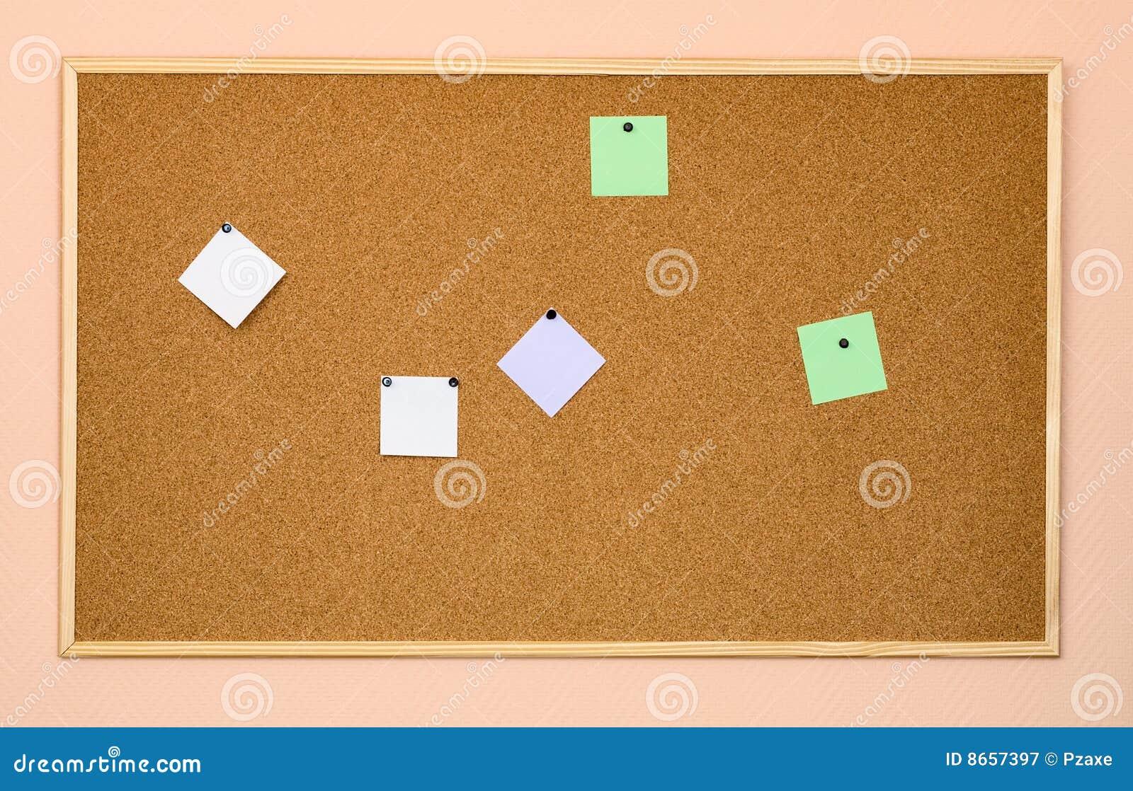 Panneau-réclame de liège sur un mur de bureau
