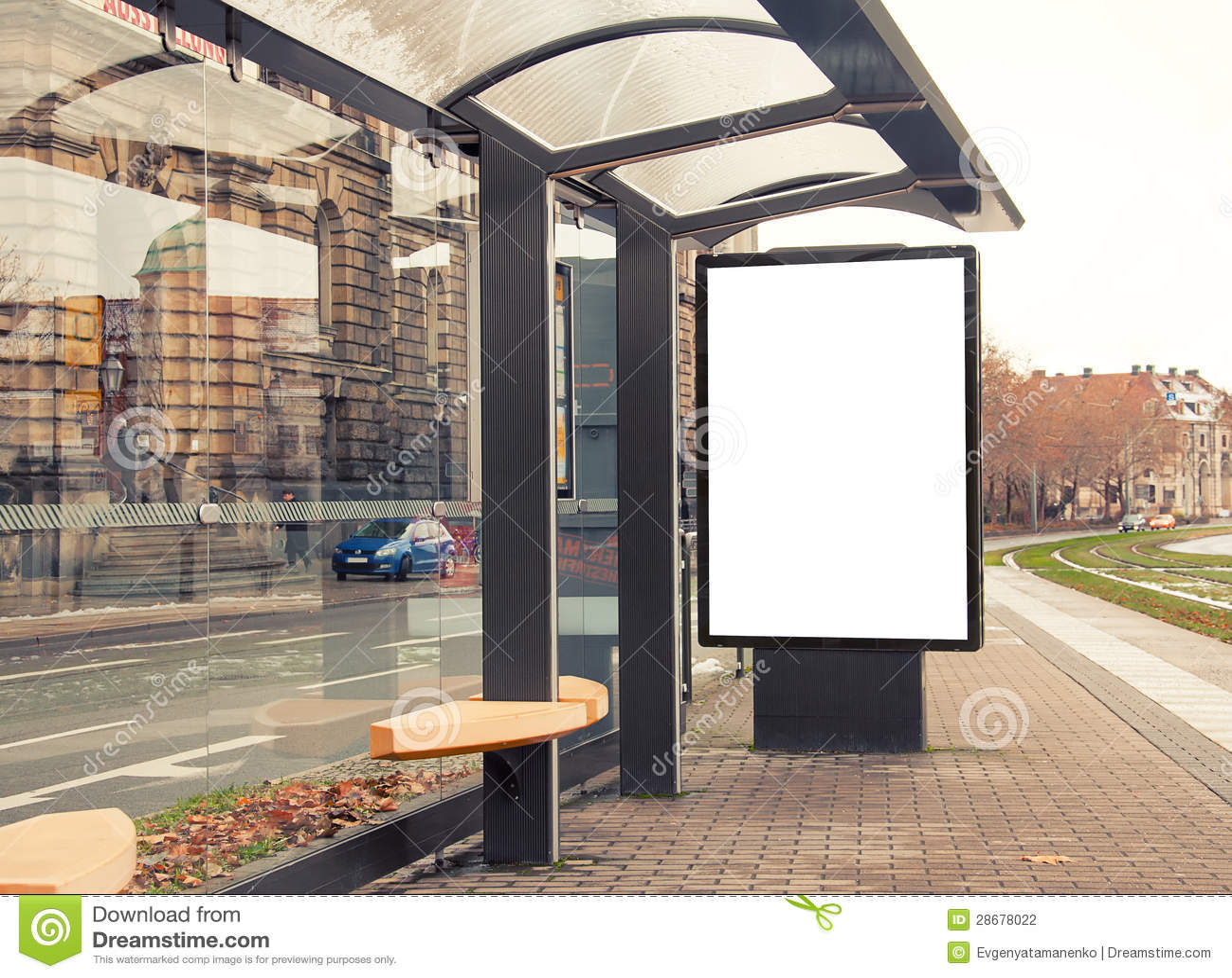 panneau r clame drapeau vide blanc l 39 arr t de bus photographie stock image 28678022. Black Bedroom Furniture Sets. Home Design Ideas