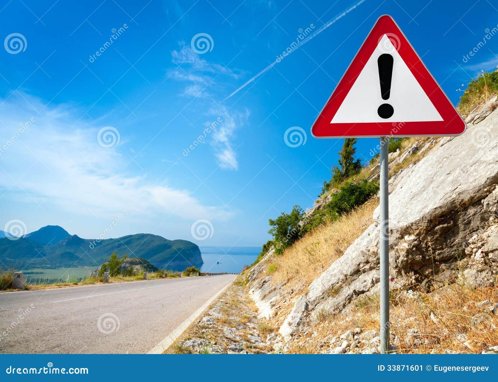 panneau routier d 39 avertissement avec une marque d 39 exclamation image stock image 33871601. Black Bedroom Furniture Sets. Home Design Ideas