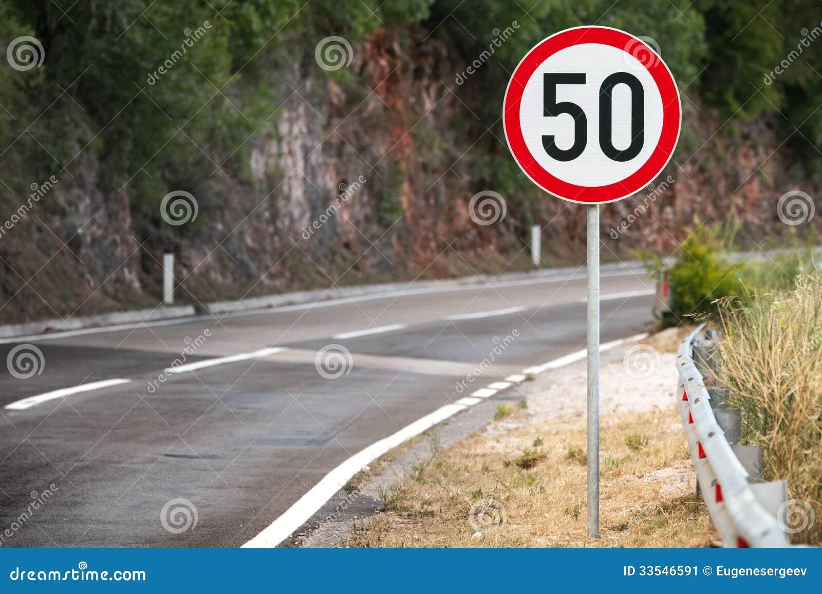 panneau routier rond de limitation de vitesse image stock image du montagnes danger 33546591. Black Bedroom Furniture Sets. Home Design Ideas