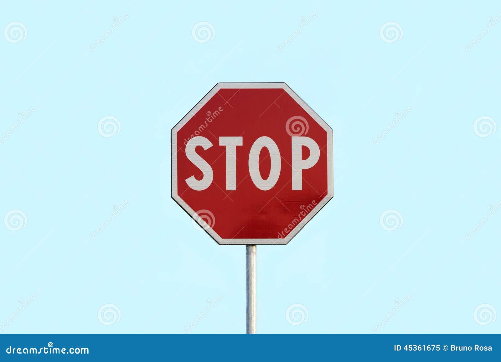 Panneau routier rouge d arrêt