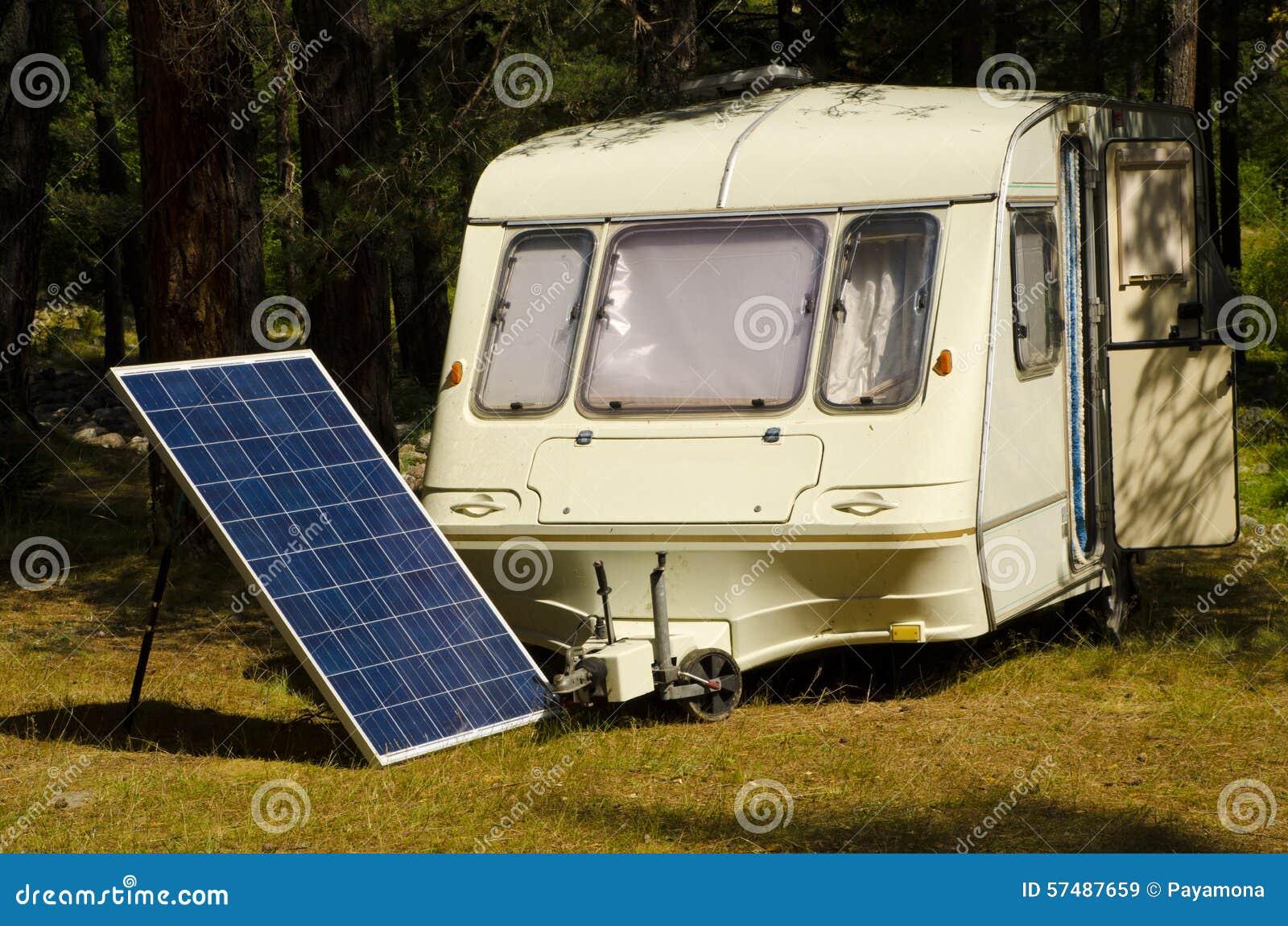 panneau solaire dans un camping avec la vieille caravane sur la berge photo stock image 57487659. Black Bedroom Furniture Sets. Home Design Ideas