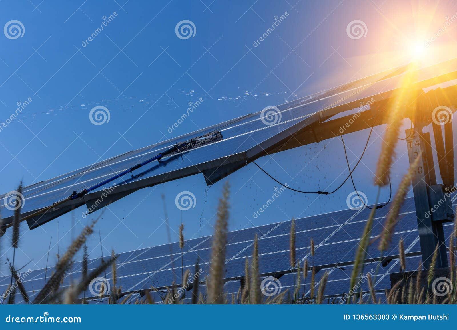 Panneau solaire, source alternative de l électricité - le concept des ressources viables, et c est un nouveau système qui peut se