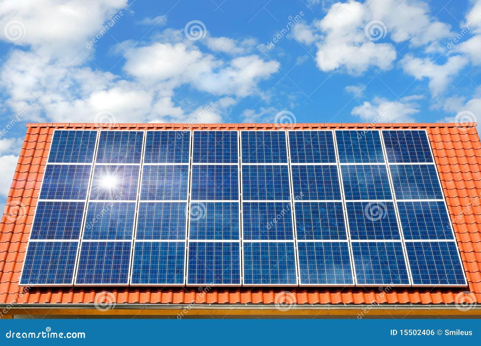 panneau solaire sur un toit photo stock image du. Black Bedroom Furniture Sets. Home Design Ideas