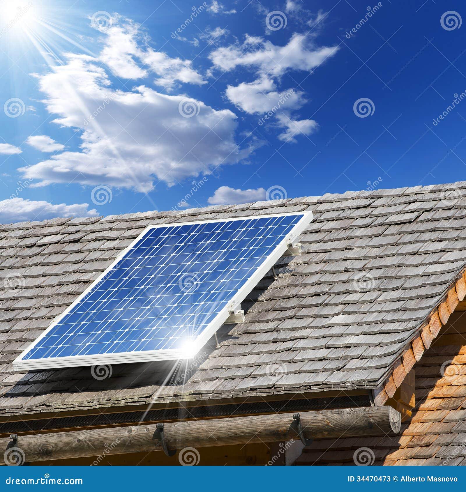 panneau solaire sur un vieux toit image stock image du maison bleu 34470473. Black Bedroom Furniture Sets. Home Design Ideas
