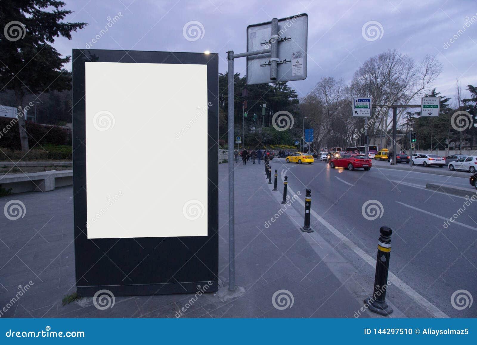 Panneaux d affichage de blanc d Istanbul même le temps, gare routière - panneau d affichage extérieur pour la publicité