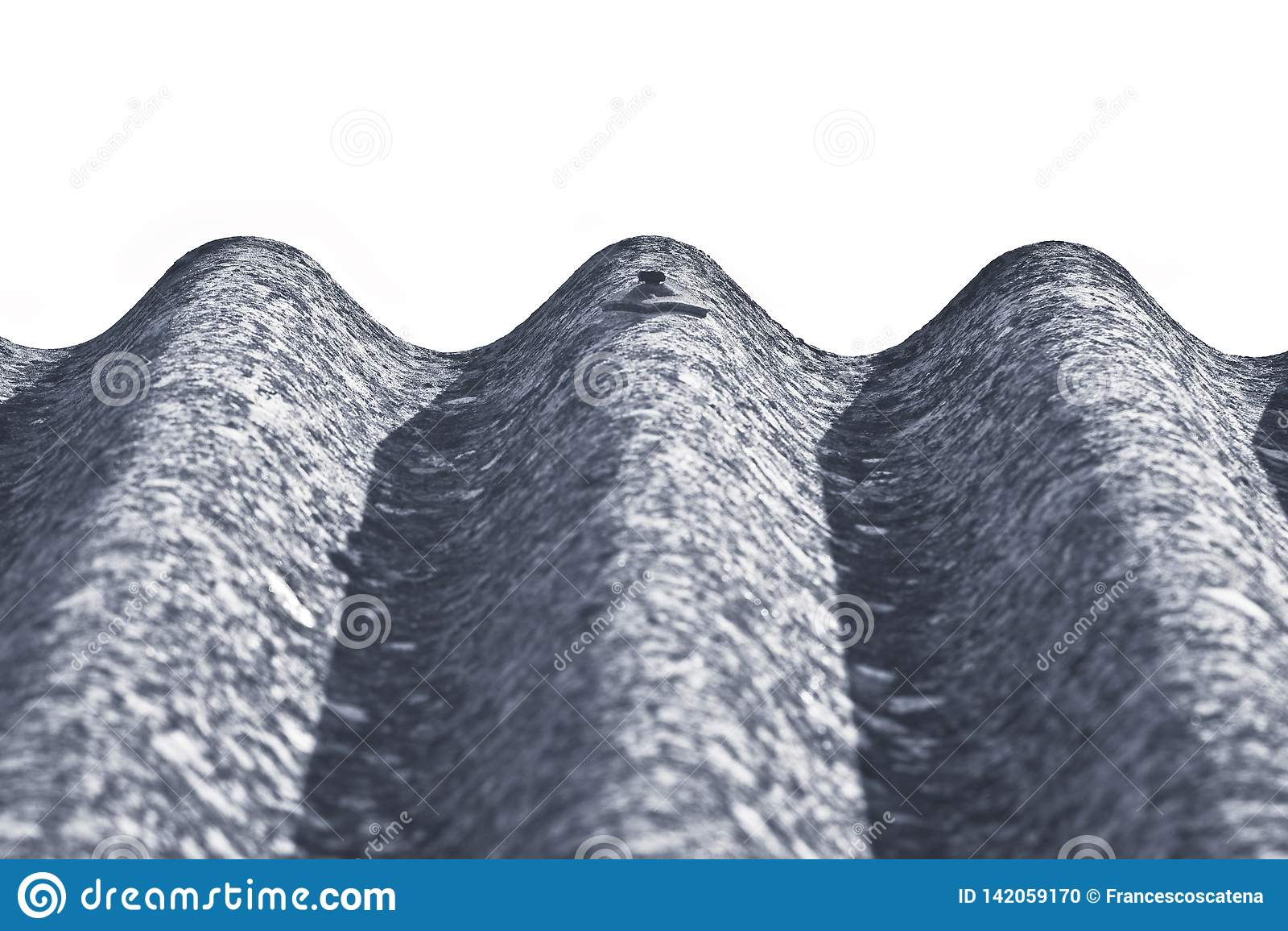 Panneaux dangereux de toit d amiante - un des matériaux les plus dangereux dans l industrie du bâtiment - image avec l espace vid