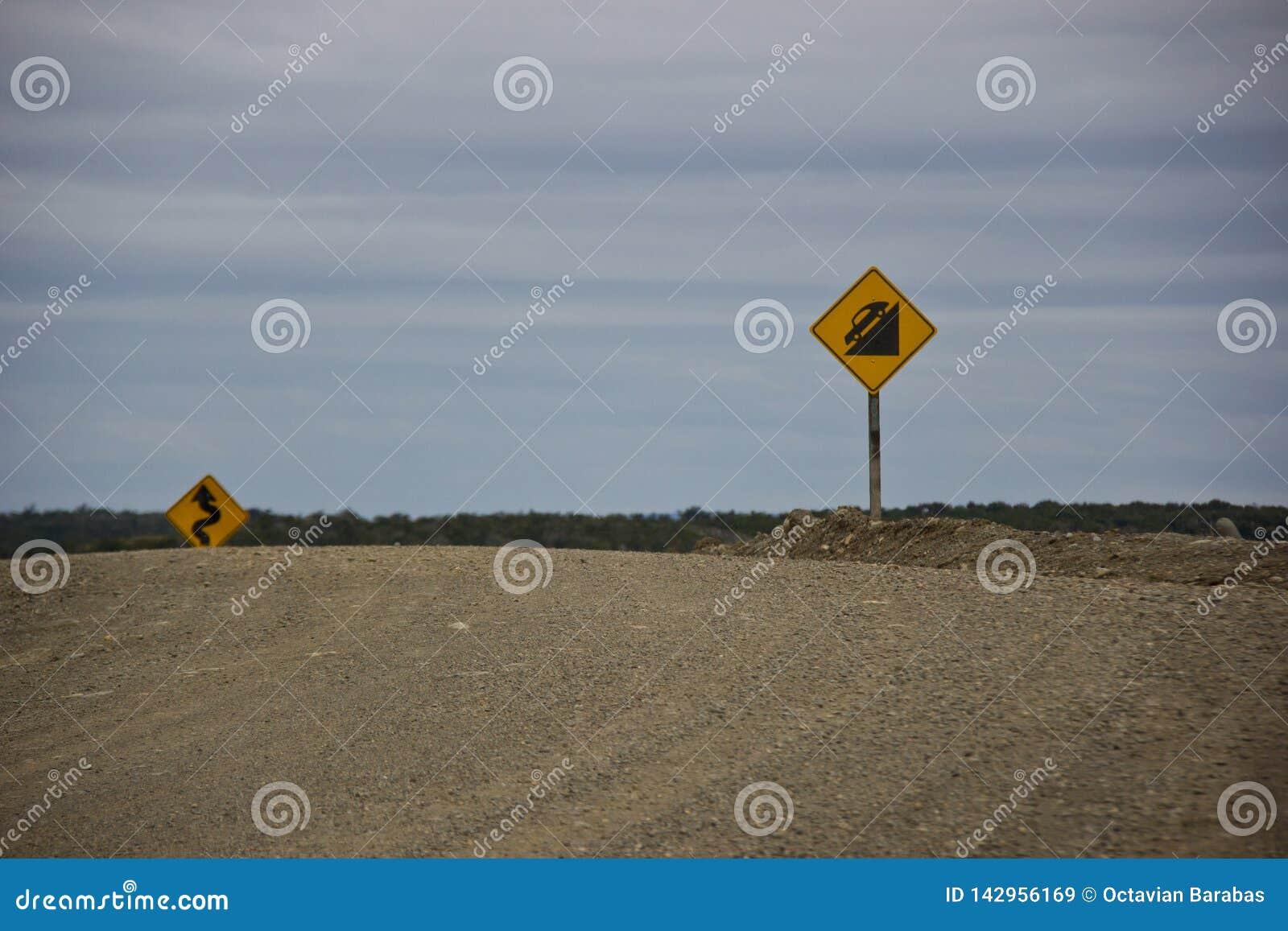 Panneaux routiers pour les routes dangereuses en Argentine