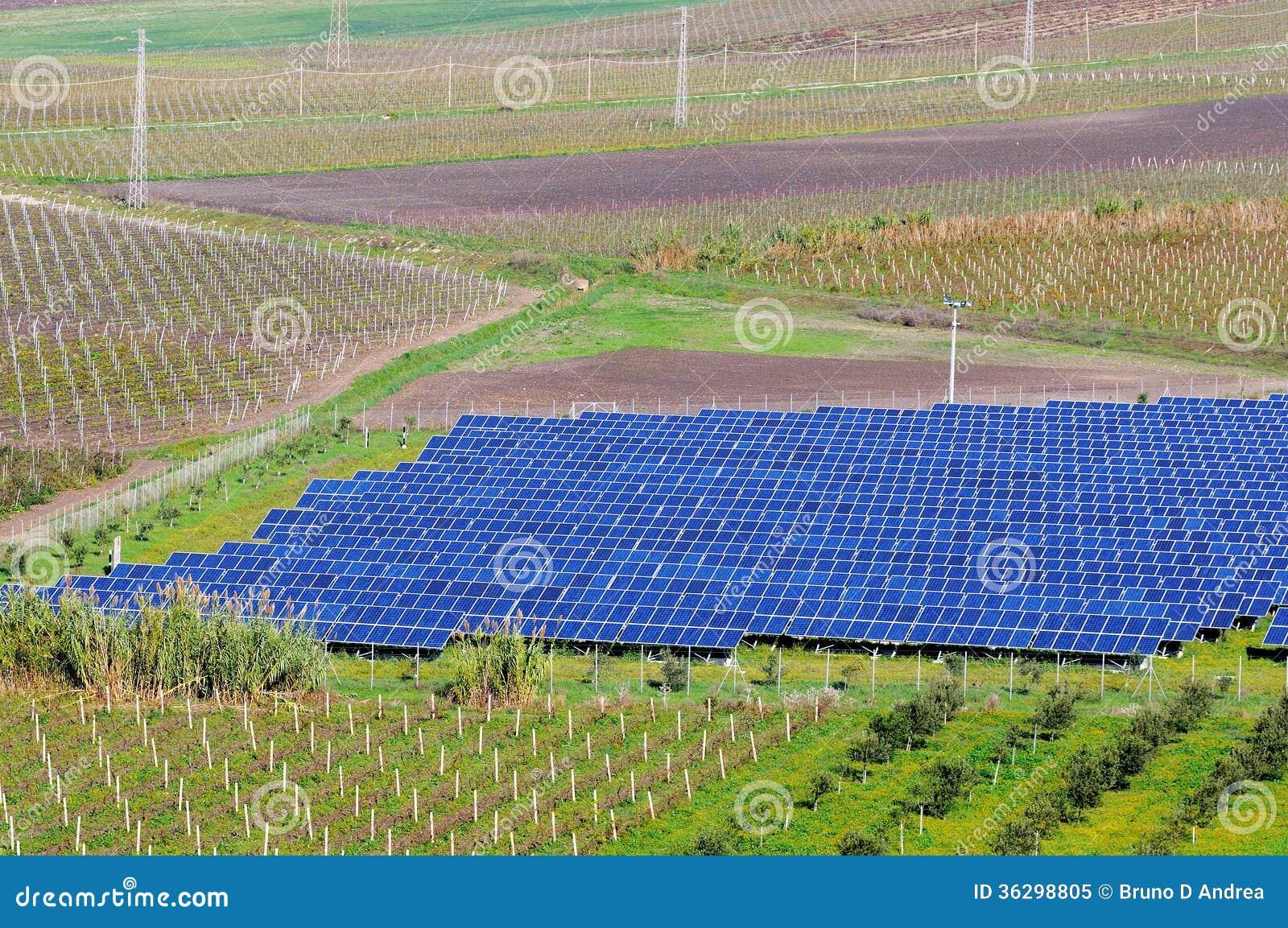 Pannelli Fotovoltaici Nel Paesaggio Fotografia Stock Libera da Diritti - Immagine: 36298805