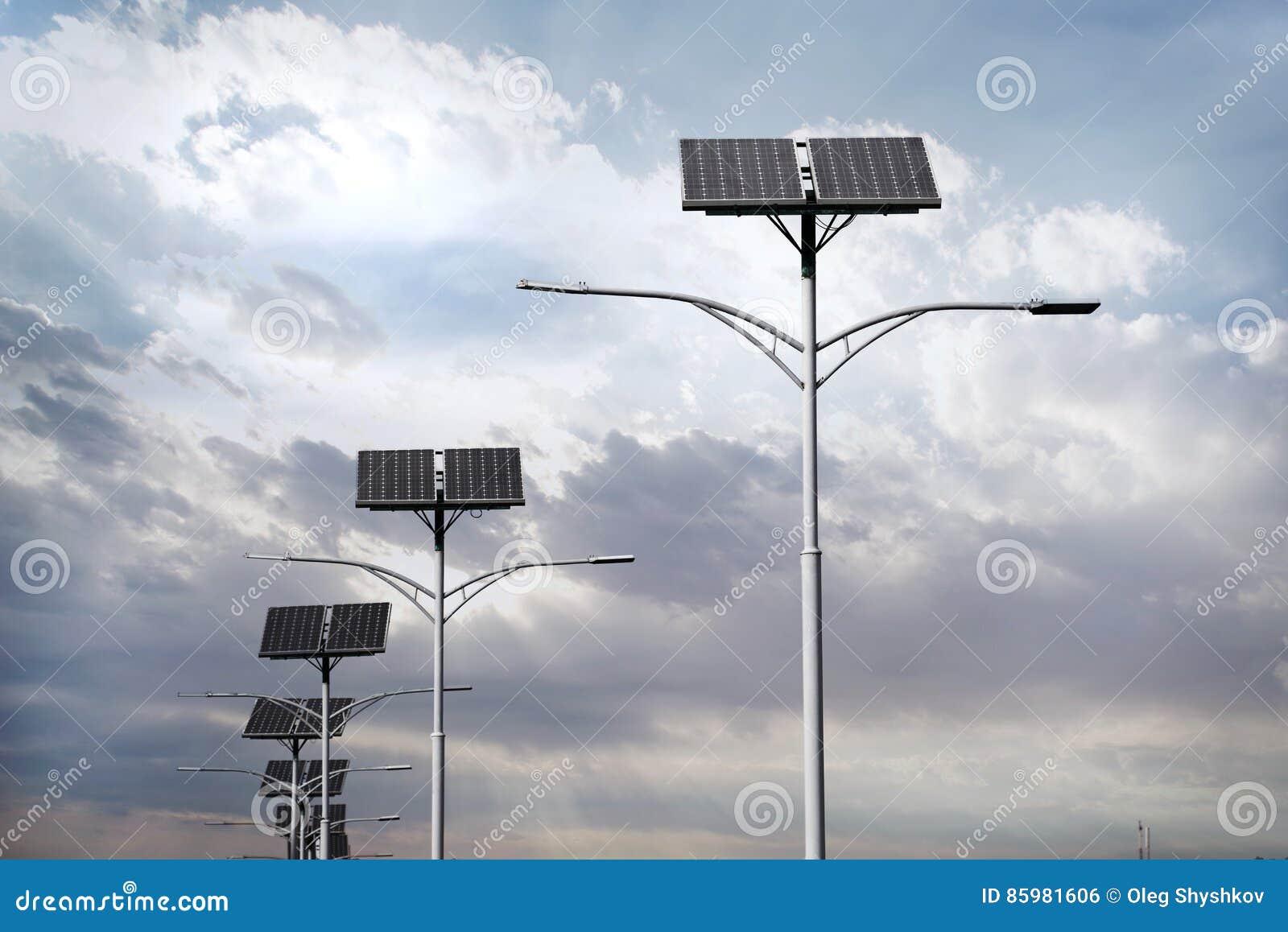 Pannelli solari usati per illuminazione di via fotografia stock