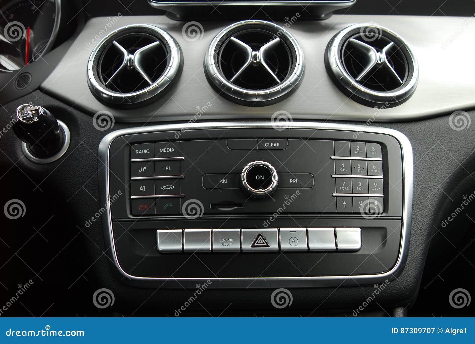 Pannello di controllo nell interno dell automobile