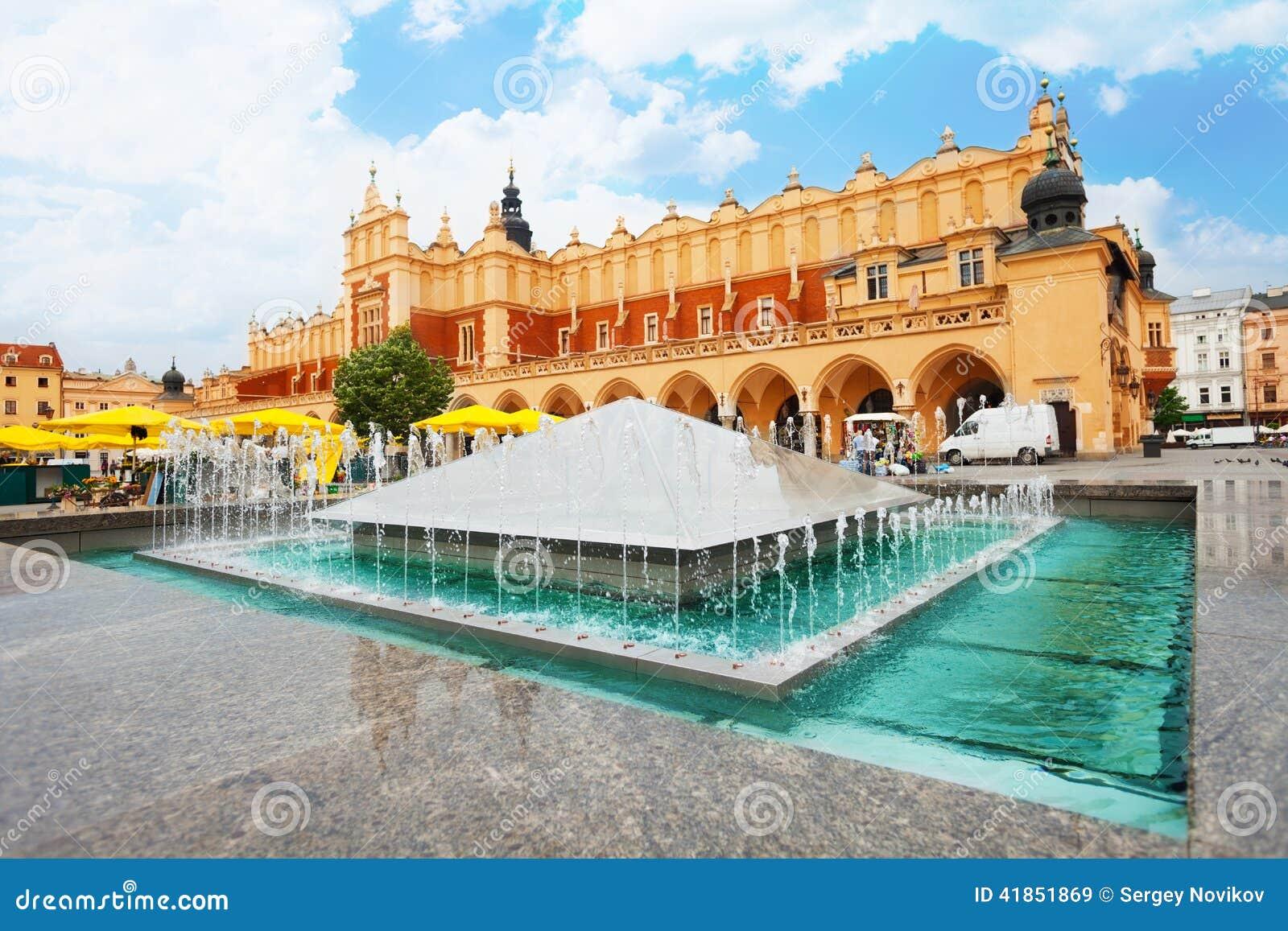 Panno Corridoio su Rynek Glowny e fontana a Cracovia