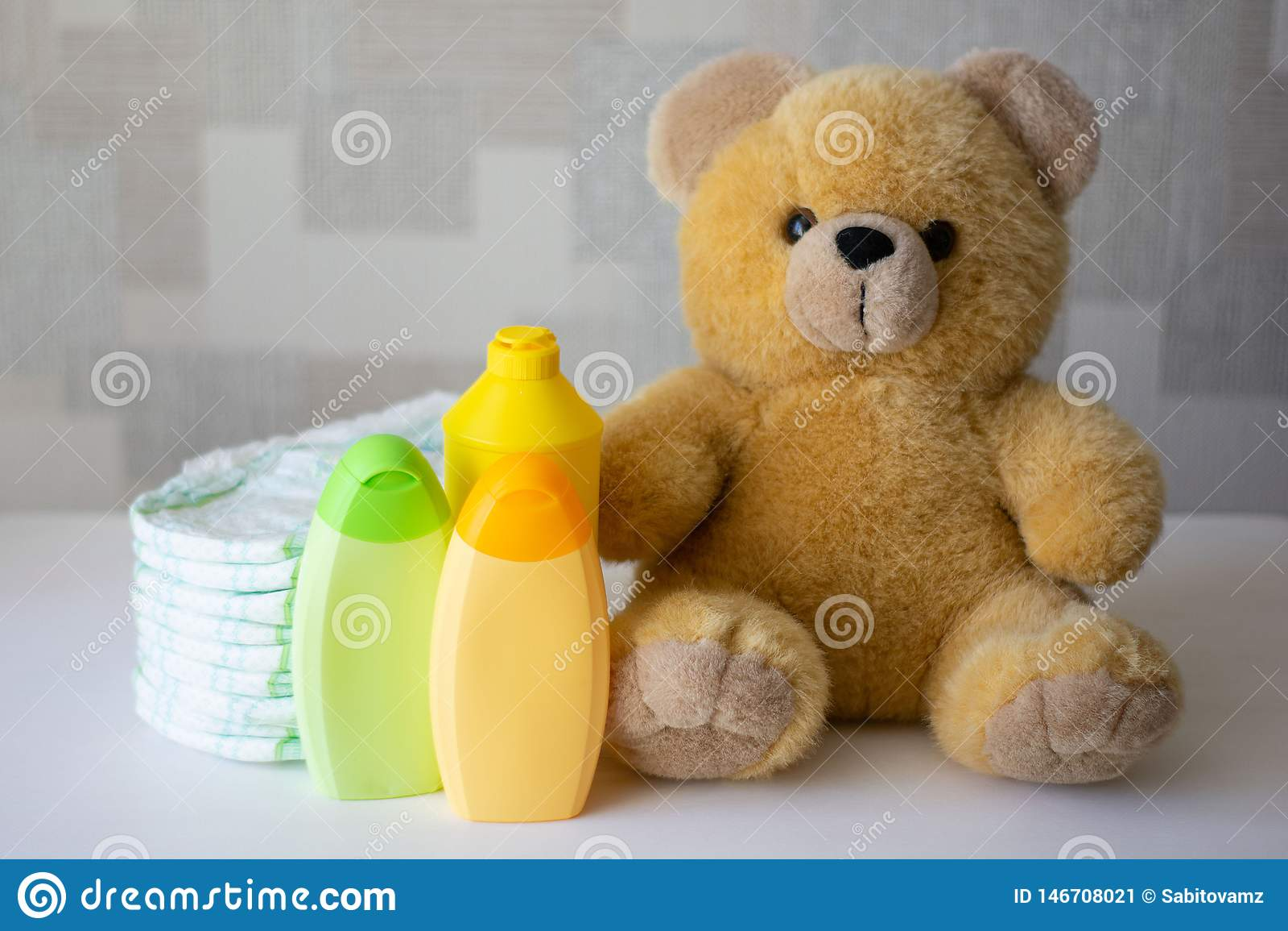Pannolini, accessori del bambino e orsacchiotto eliminabili