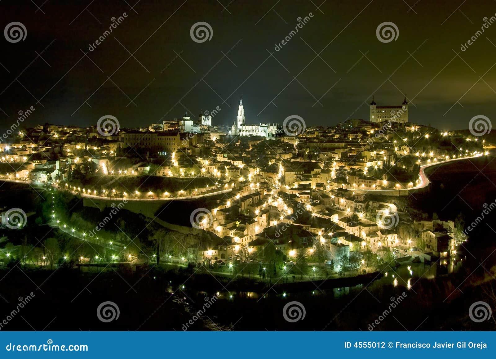 Panorâmico de Toledo em a noite