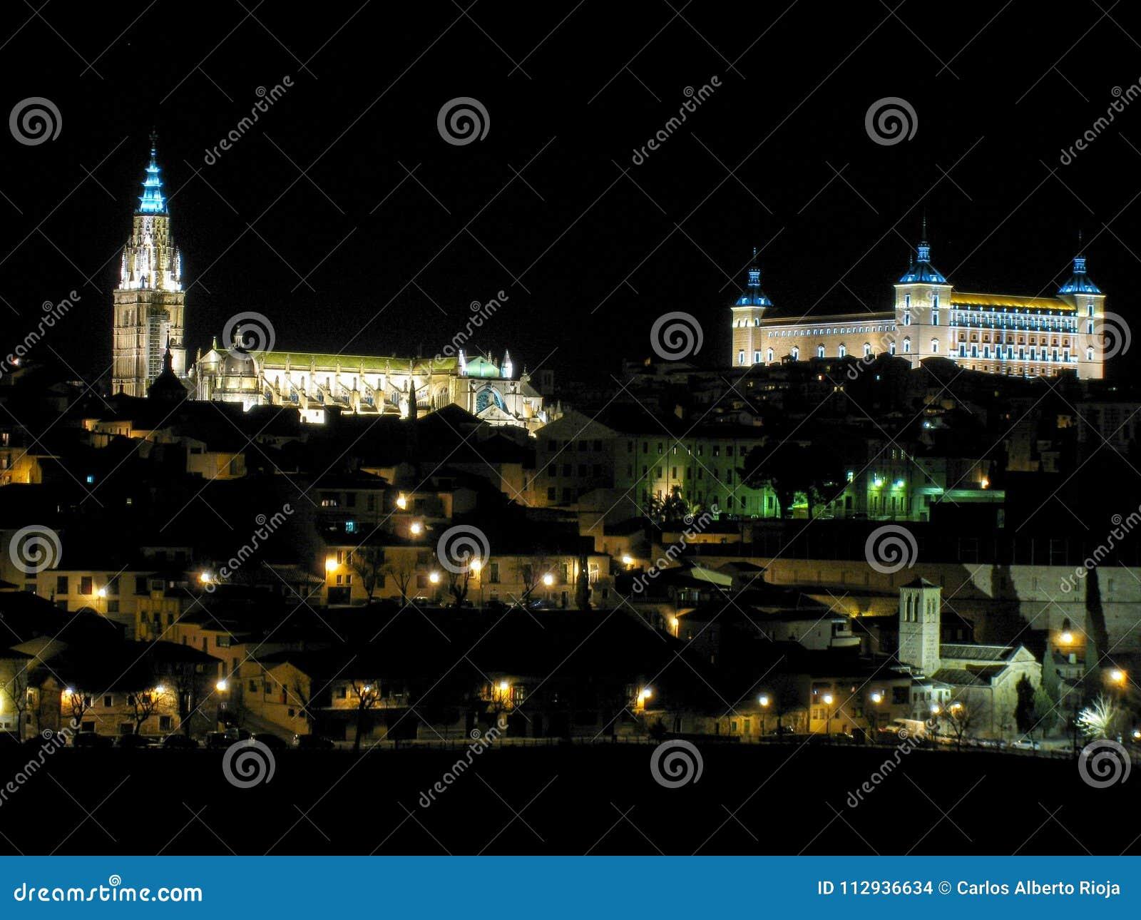 Panorâmico de Toledo na noite