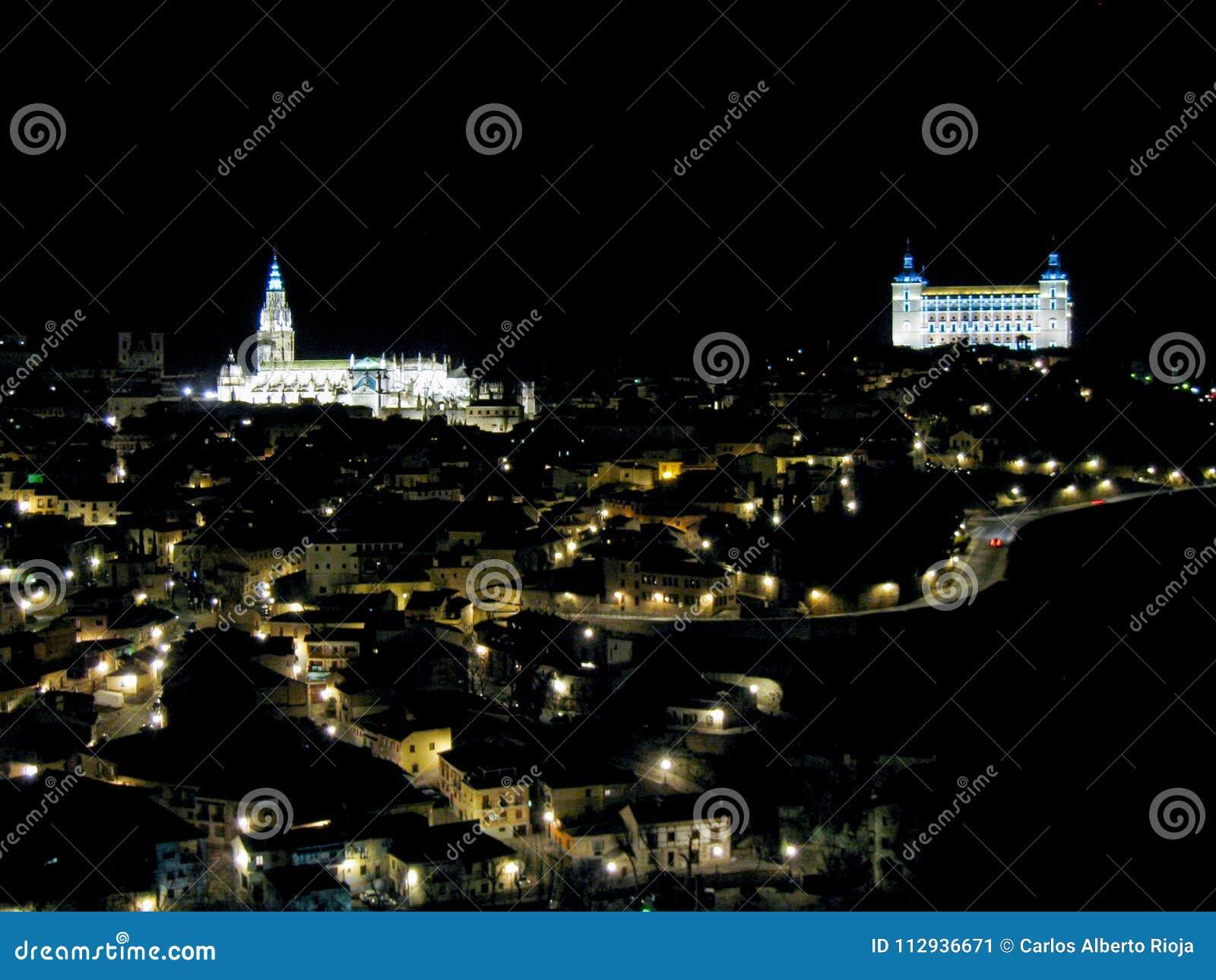 Panorâmico de Toledo na noite com
