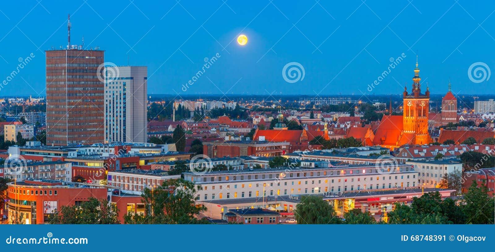 Panorama aéreo de Gdansk na noite, Polônia
