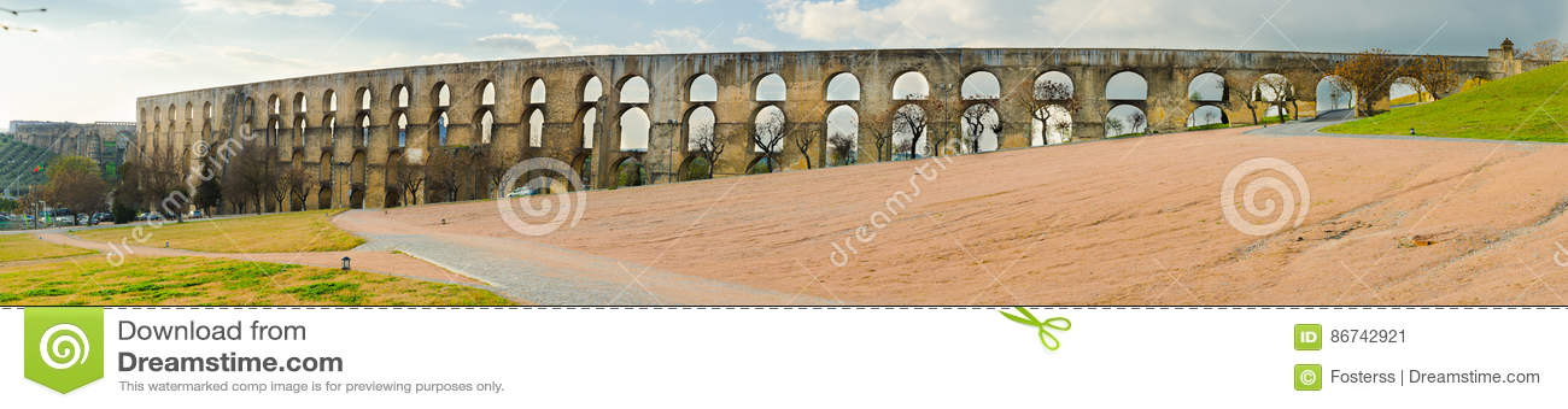 Panorama- Amoreira akvedukt i stad av den Elvas Alentejo regionen Portugal Europa