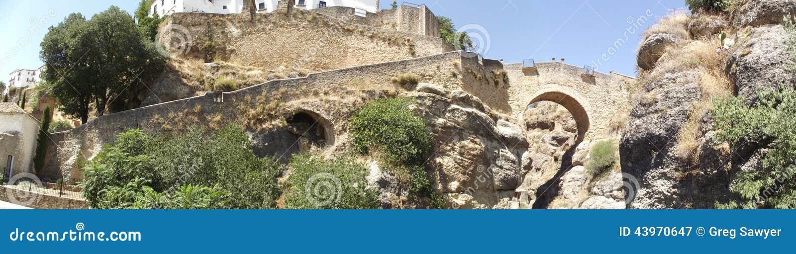 Panorama- av den arabiska bron på Ronda, Malaga, Andalucia