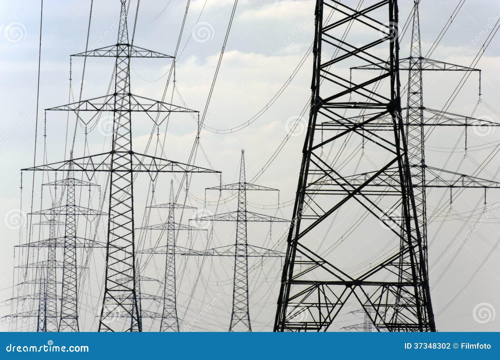 Panorama av elektriska pyloner