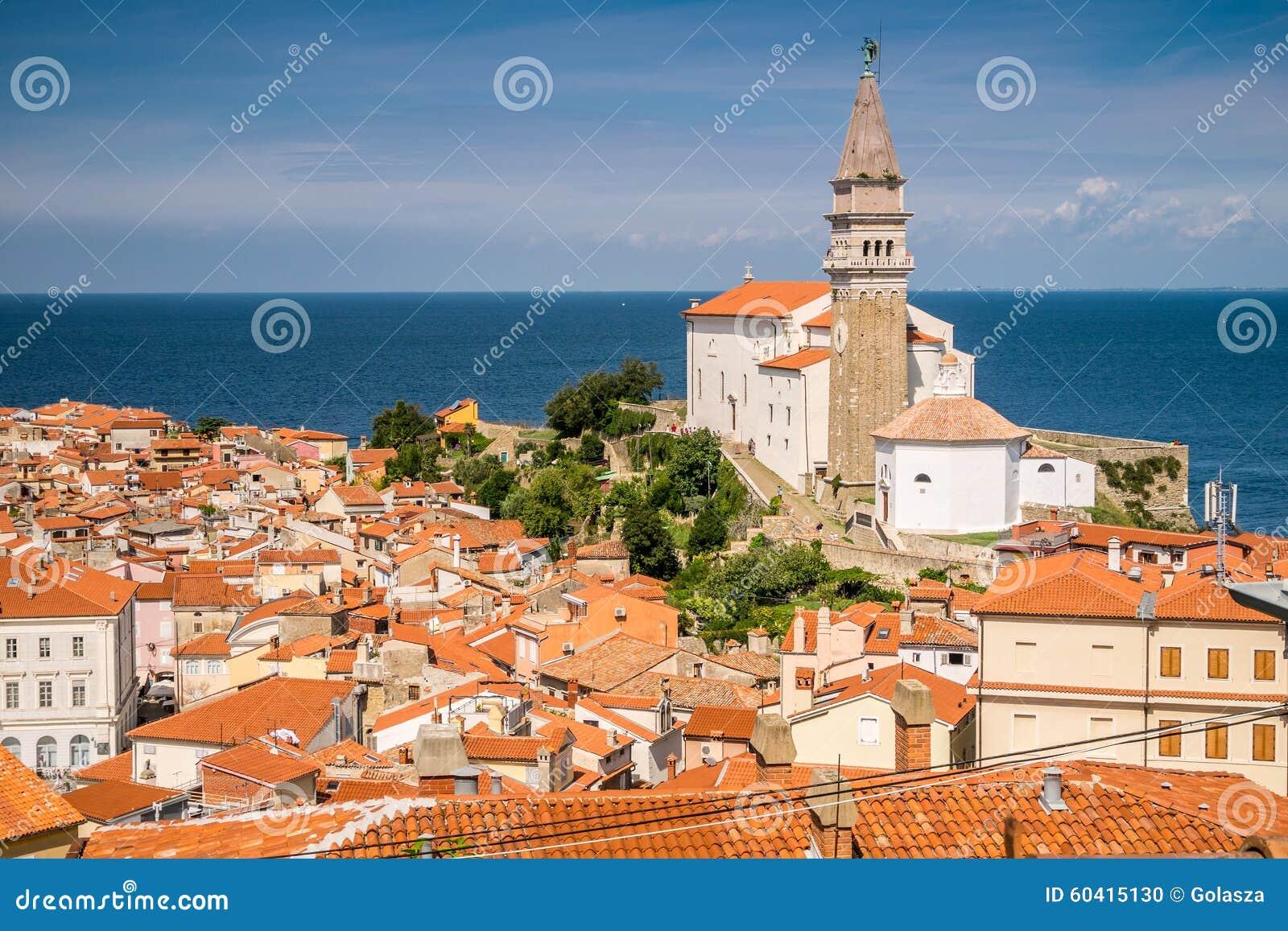 Panorama av härliga Piran, Slovenien