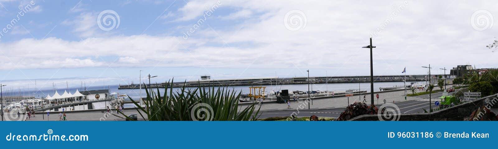 Panorama av porten i Funchal på ön av madeiran