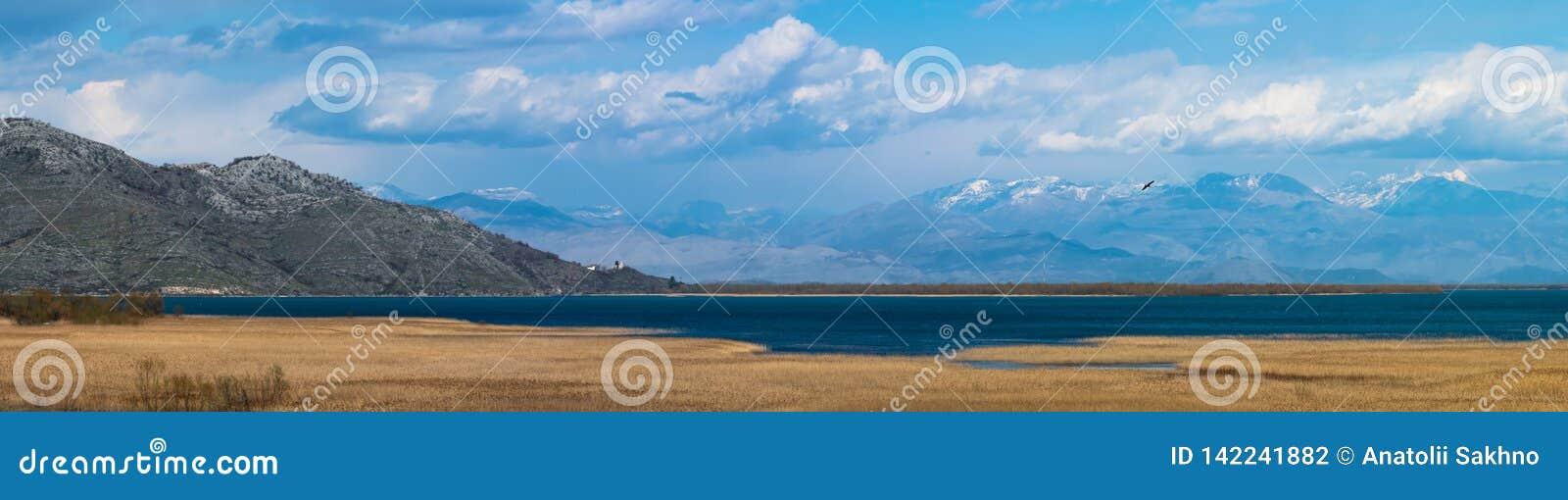 Panorama av Skadar sjön