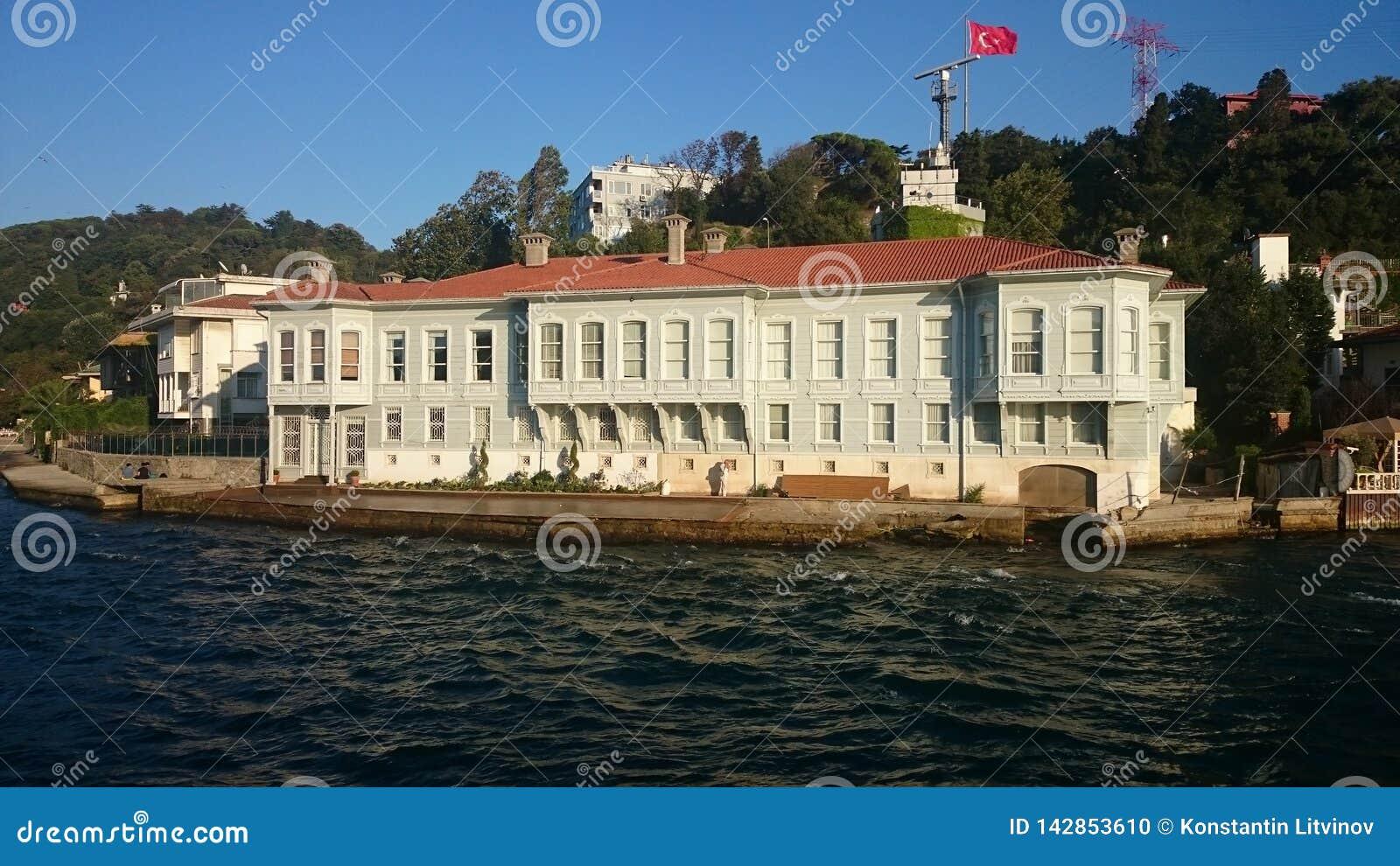 Panorama- beskåda av Istanbul Panoramacityscape av den berömda turist- kanalen för destinationsBosphorus kanal Lopplandskap Bospo