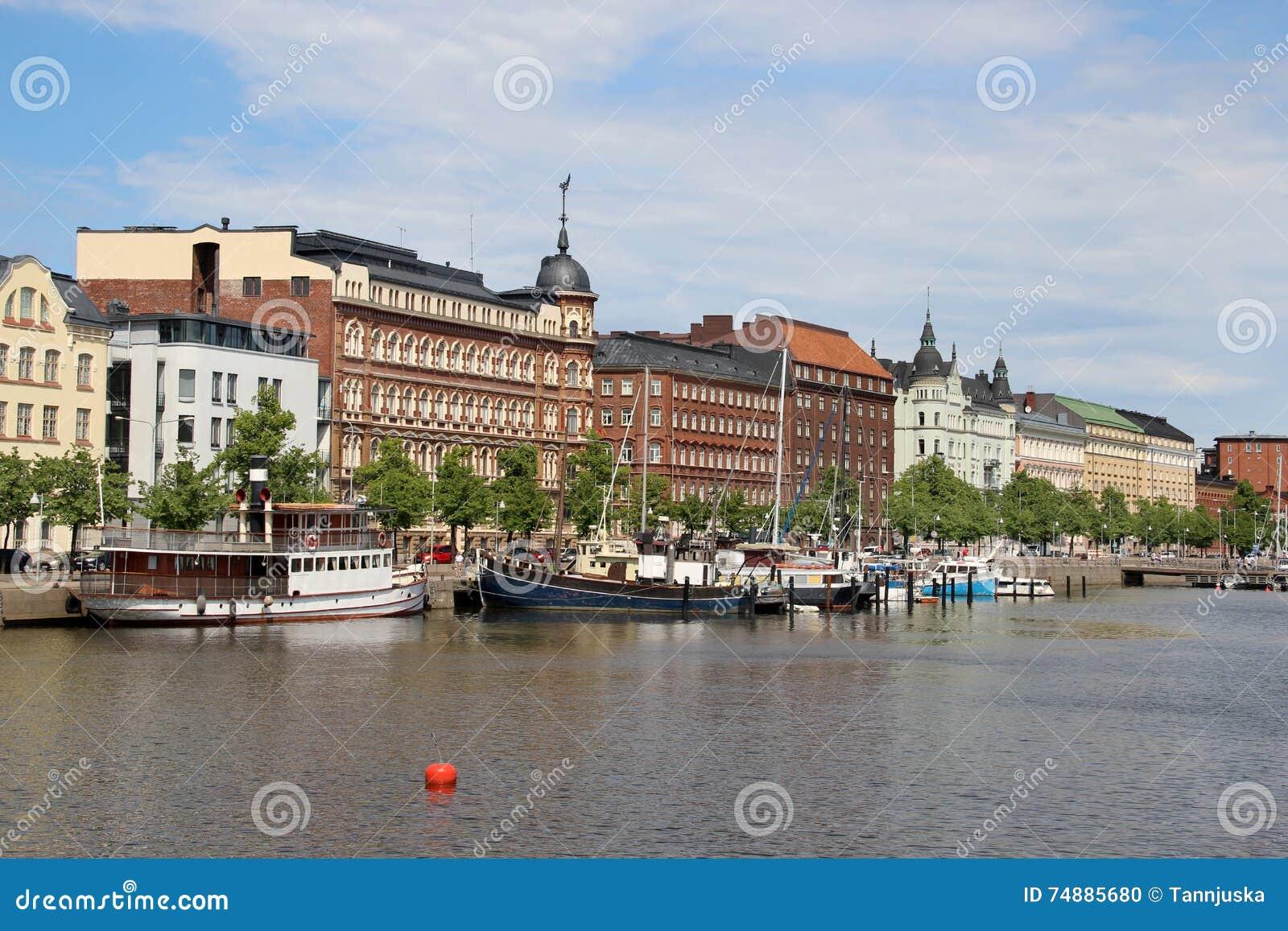Panorama bonito de Helsínquia, Finlandia