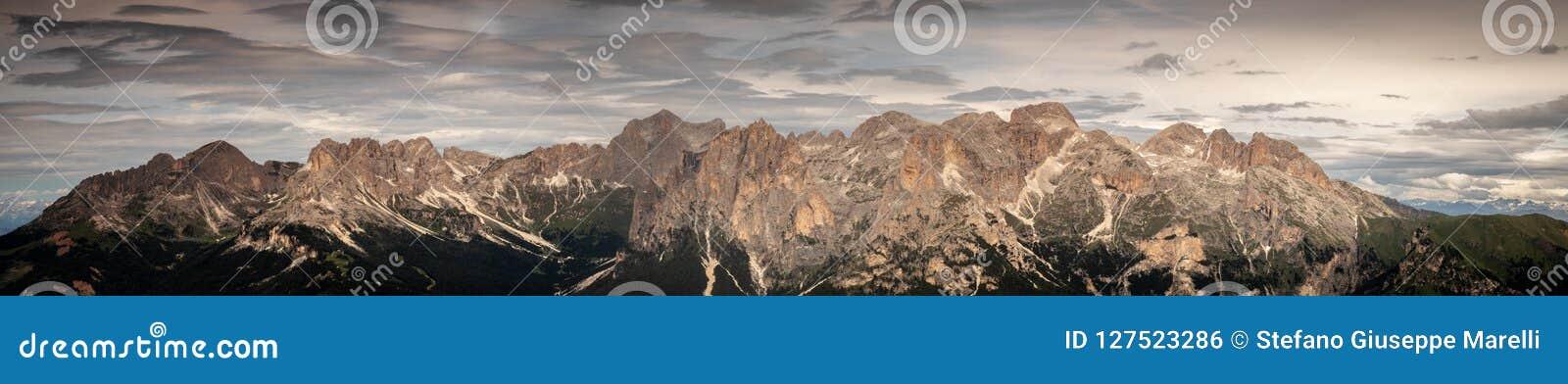 Panorama całkowity catinaccio rosengarten masyw w dolomitach altowy Adige południowy Tyrol Italy