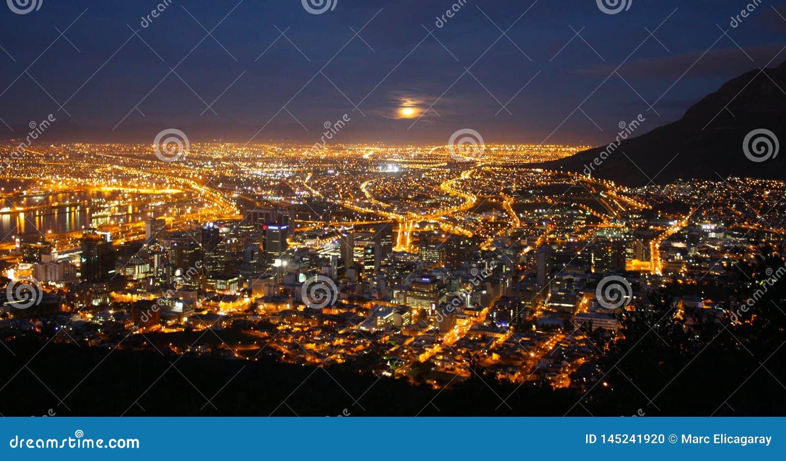Panorama Cape Town  s nachts Zuid-Afrika