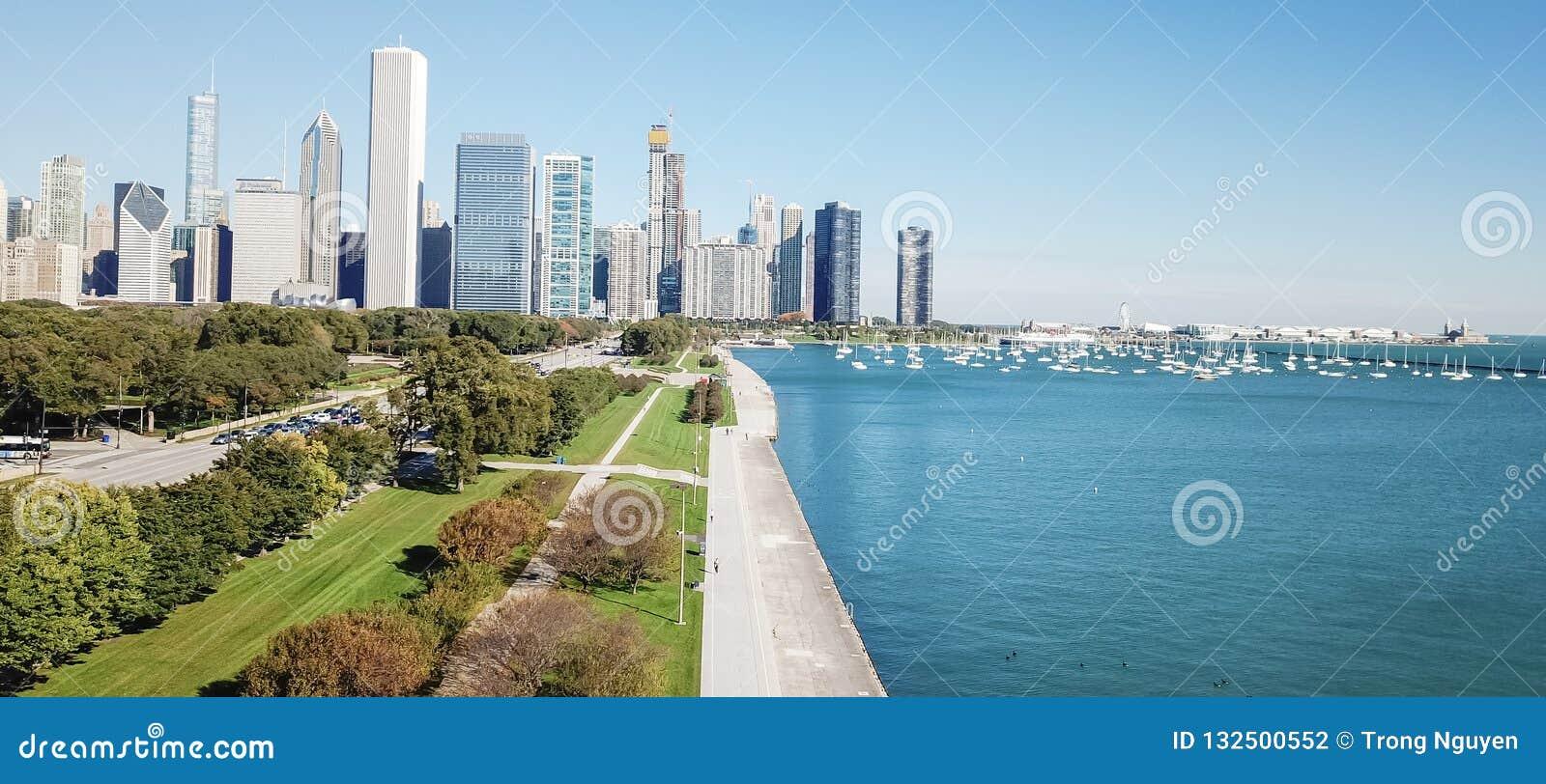 Panorama- Chicago för bästa sikt moderna horisonter och Lake Michigan
