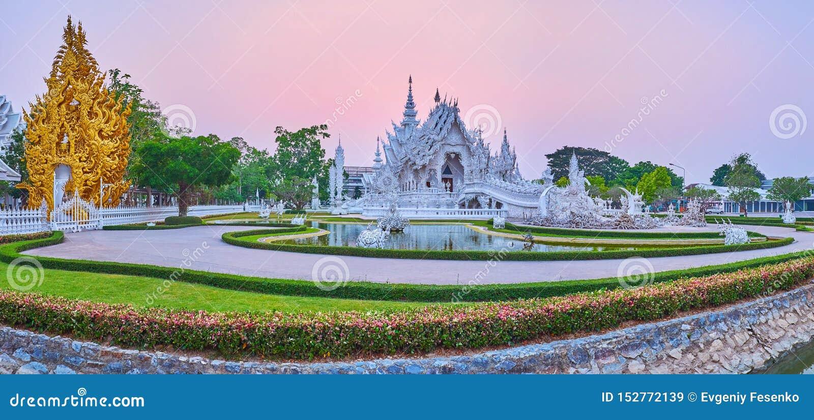 Panorama crépusculaire du temple blanc et du tombeau d or, Chiang Rai, Thaïlande