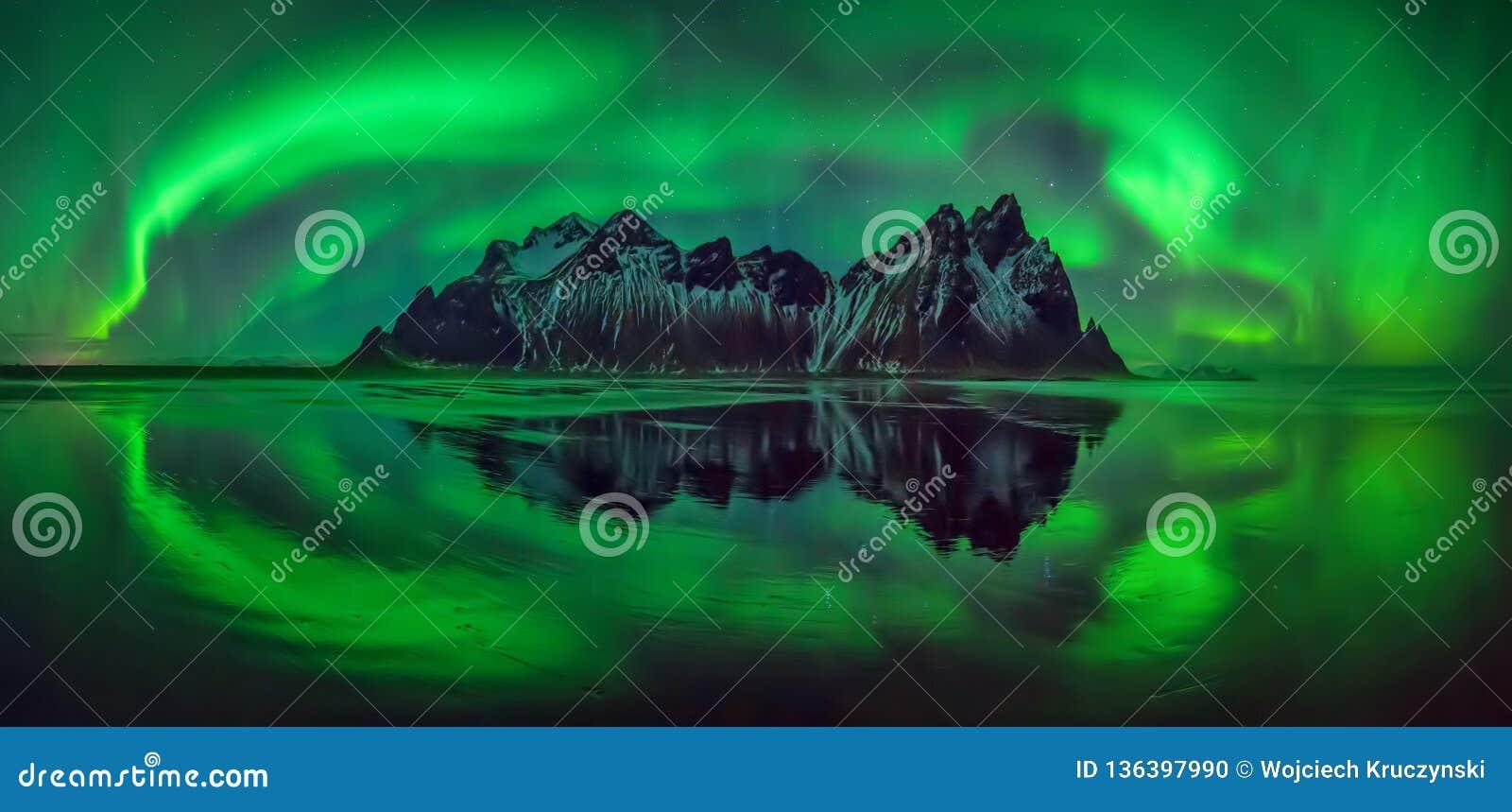 Panorama da Aurora de Vestrahorn