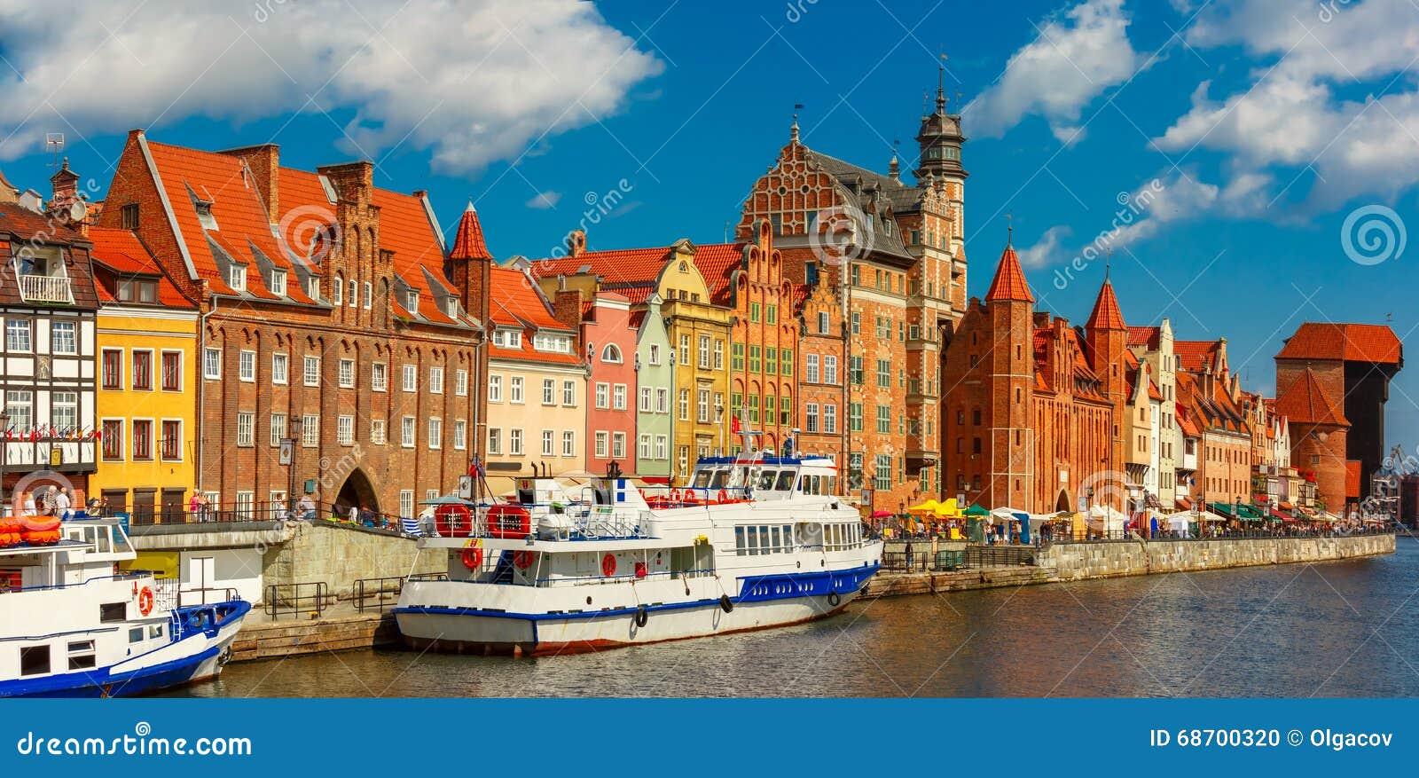 Panorama da cidade velha e do Motlawa em Gdansk, Polônia