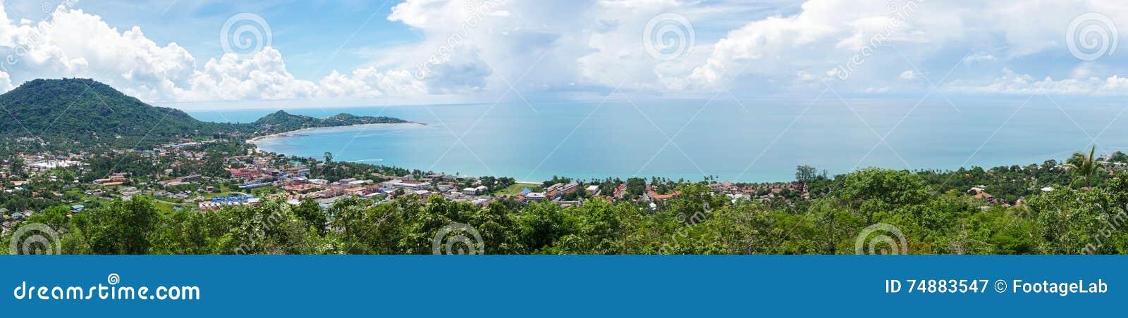 Panorama da ilha tropical com opinião do mar