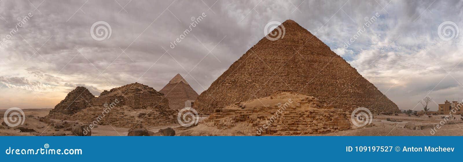 Panorama da pirâmide de Cheops em Egito