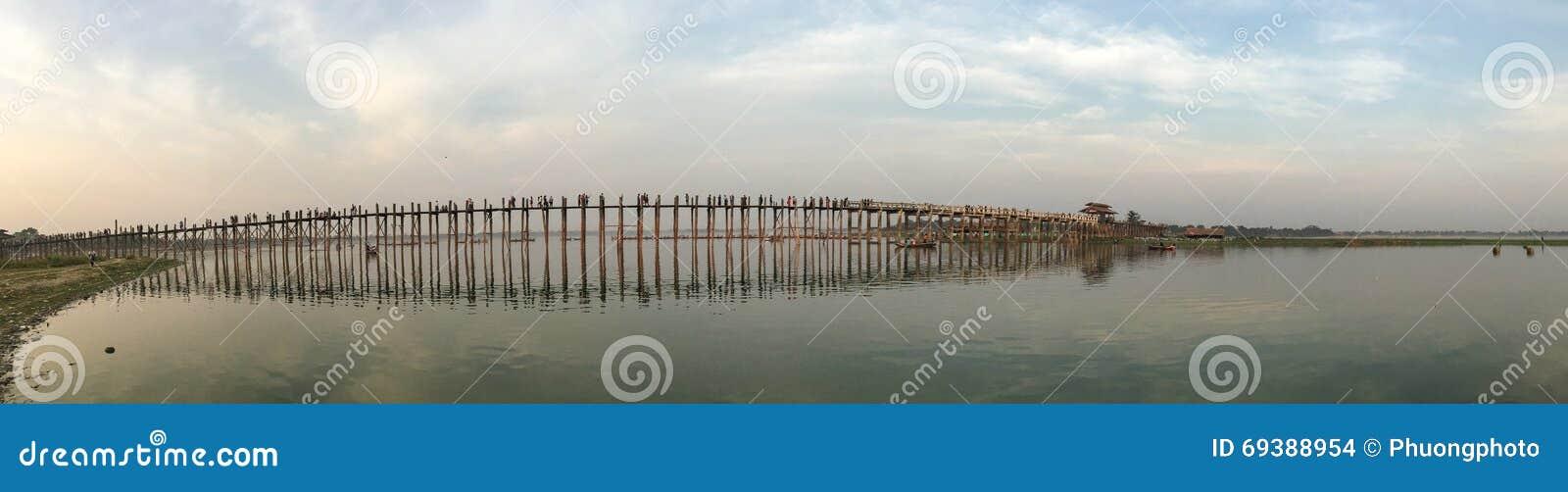 Panorama da ponte de Ubein em Mandalay, Myanmar