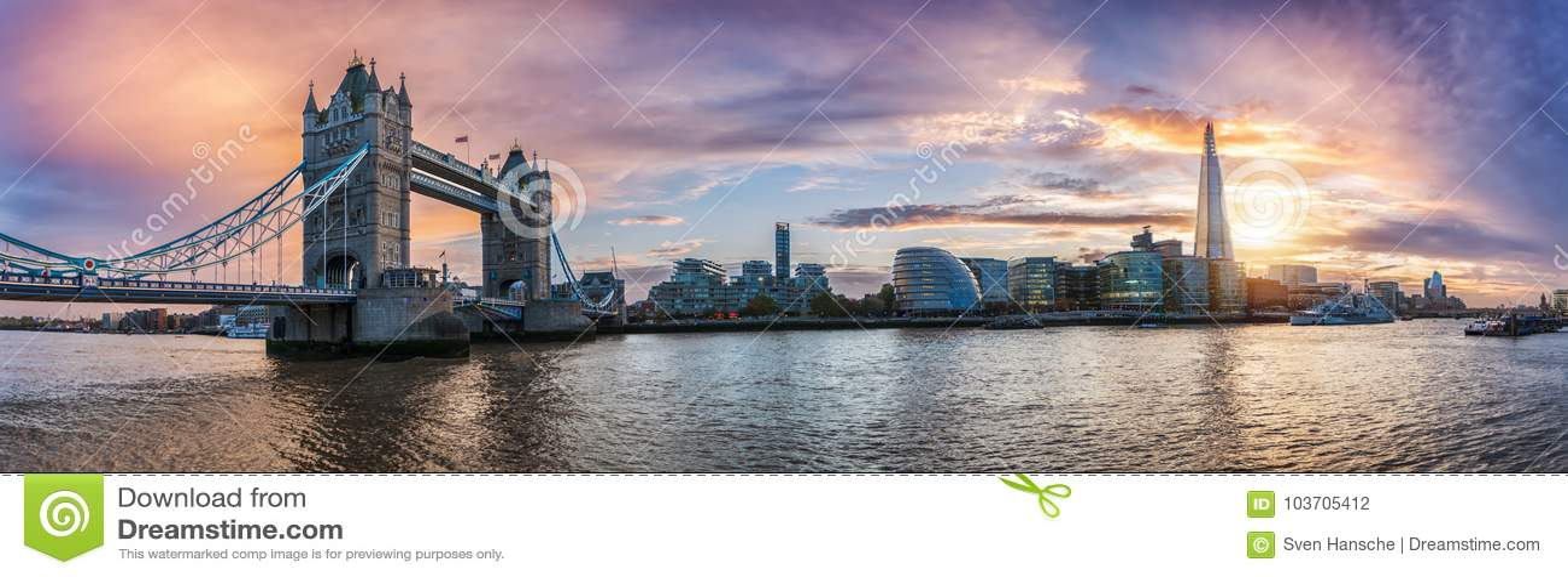 Panorama da ponte da torre à torre de Londres