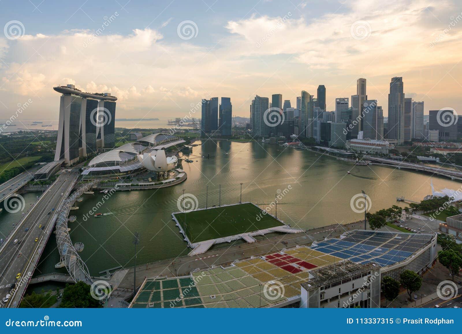 Panorama da skyline do distrito financeiro de Singapura e do Singapura SK